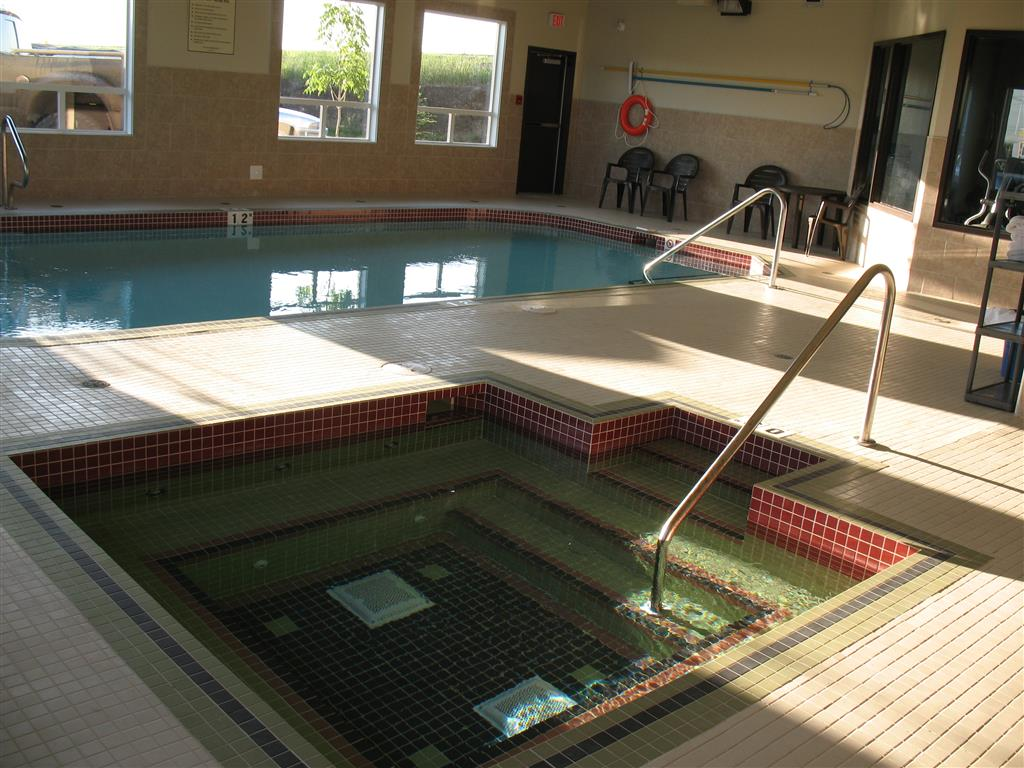 Best western innisfail inn innisfail ab ourbis for Uq swimming pool opening hours