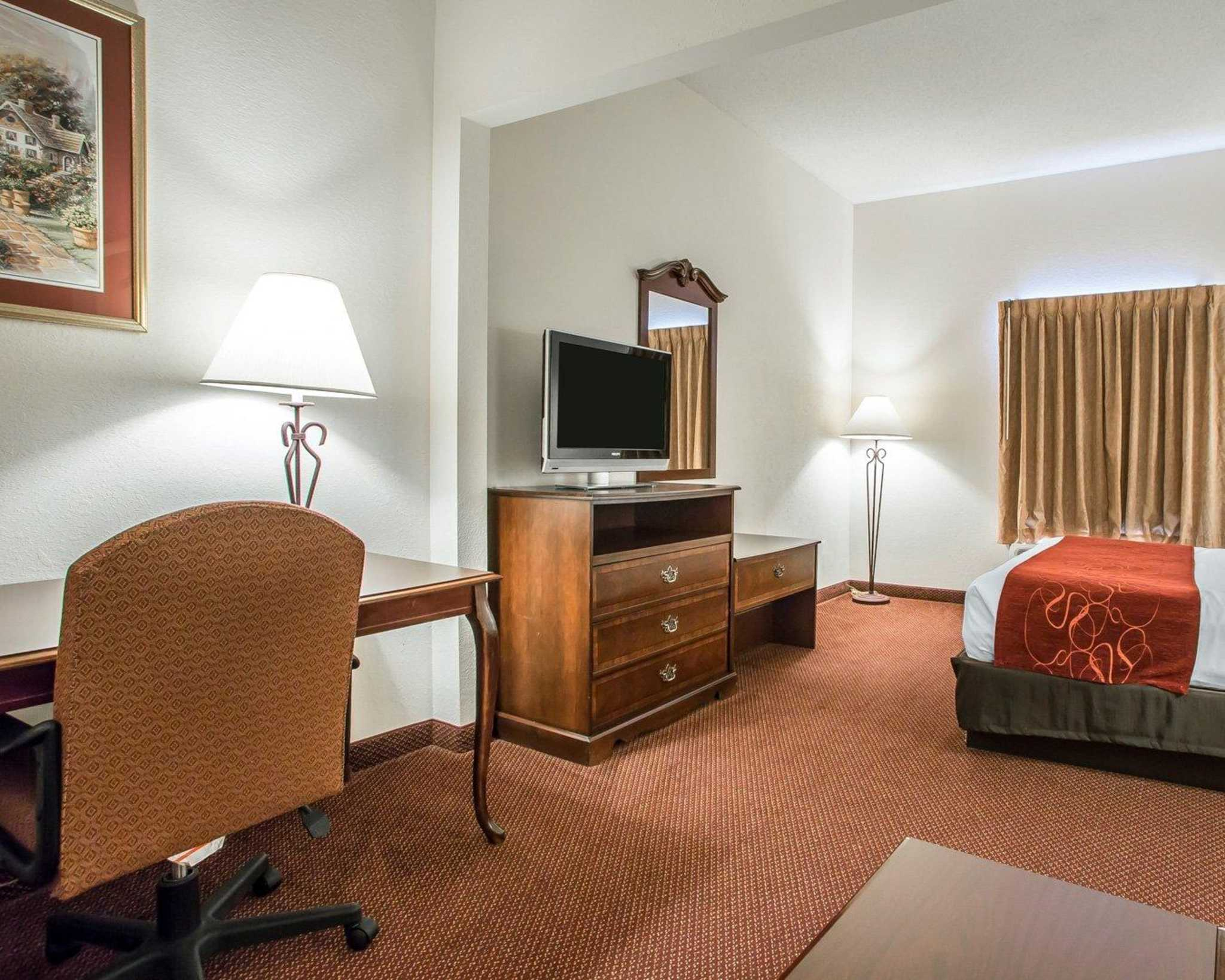 Comfort Suites Jefferson City image 25