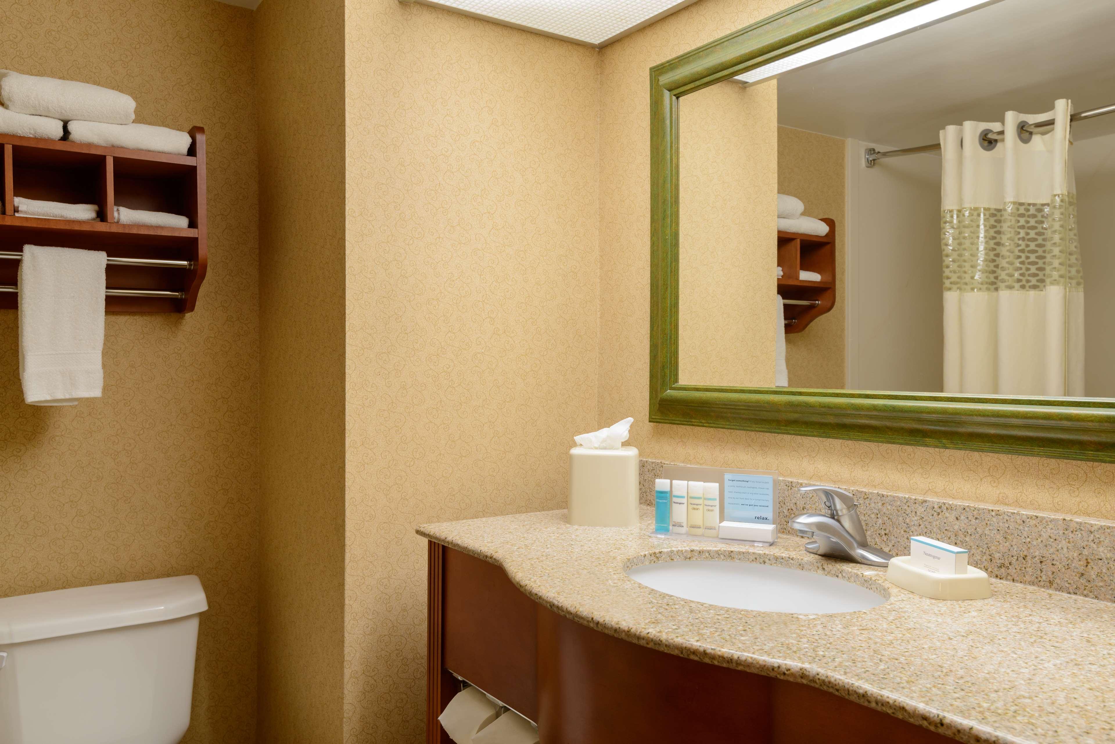 Hampton Inn Marion image 10