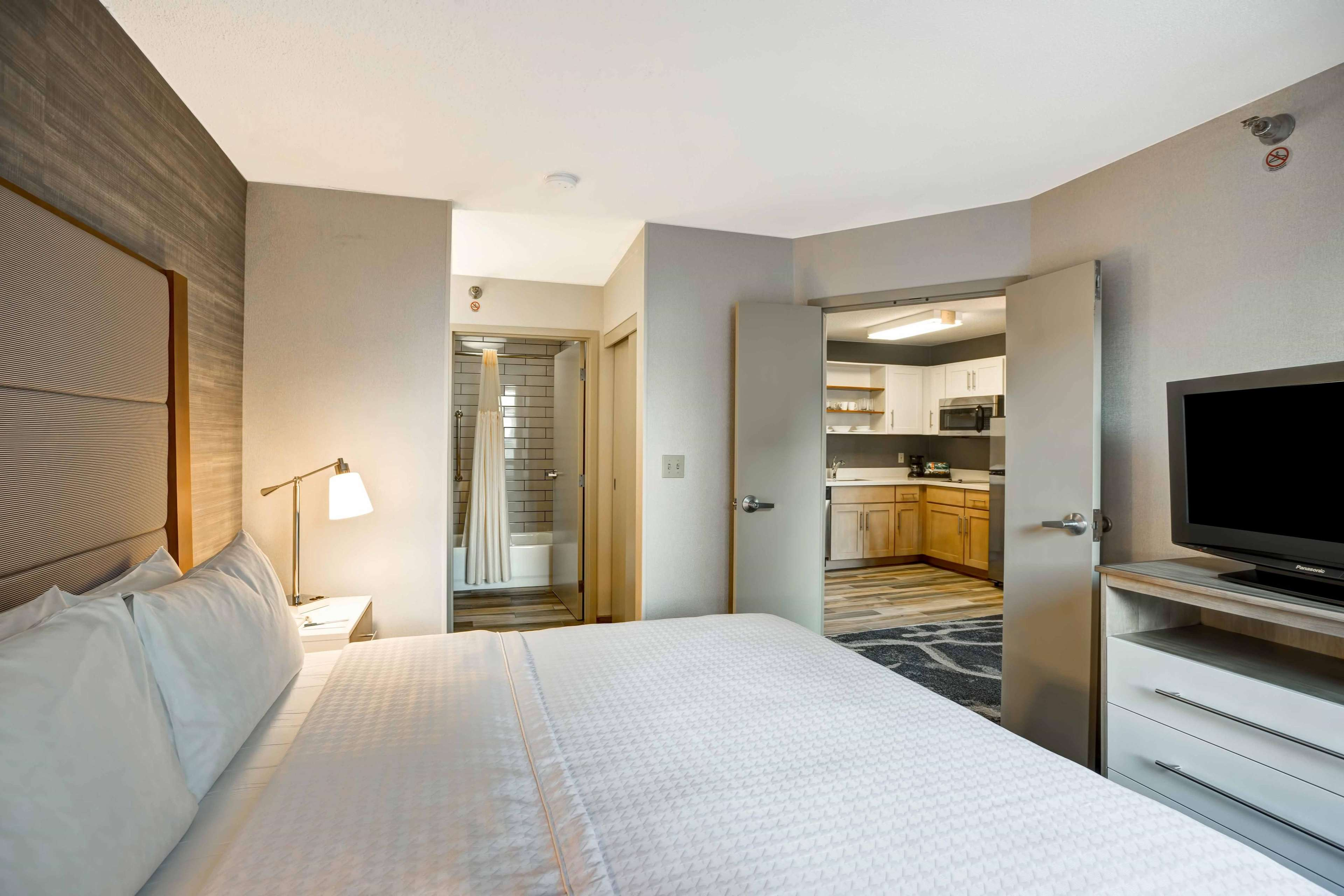Homewood Suites by Hilton Chicago-Downtown image 42