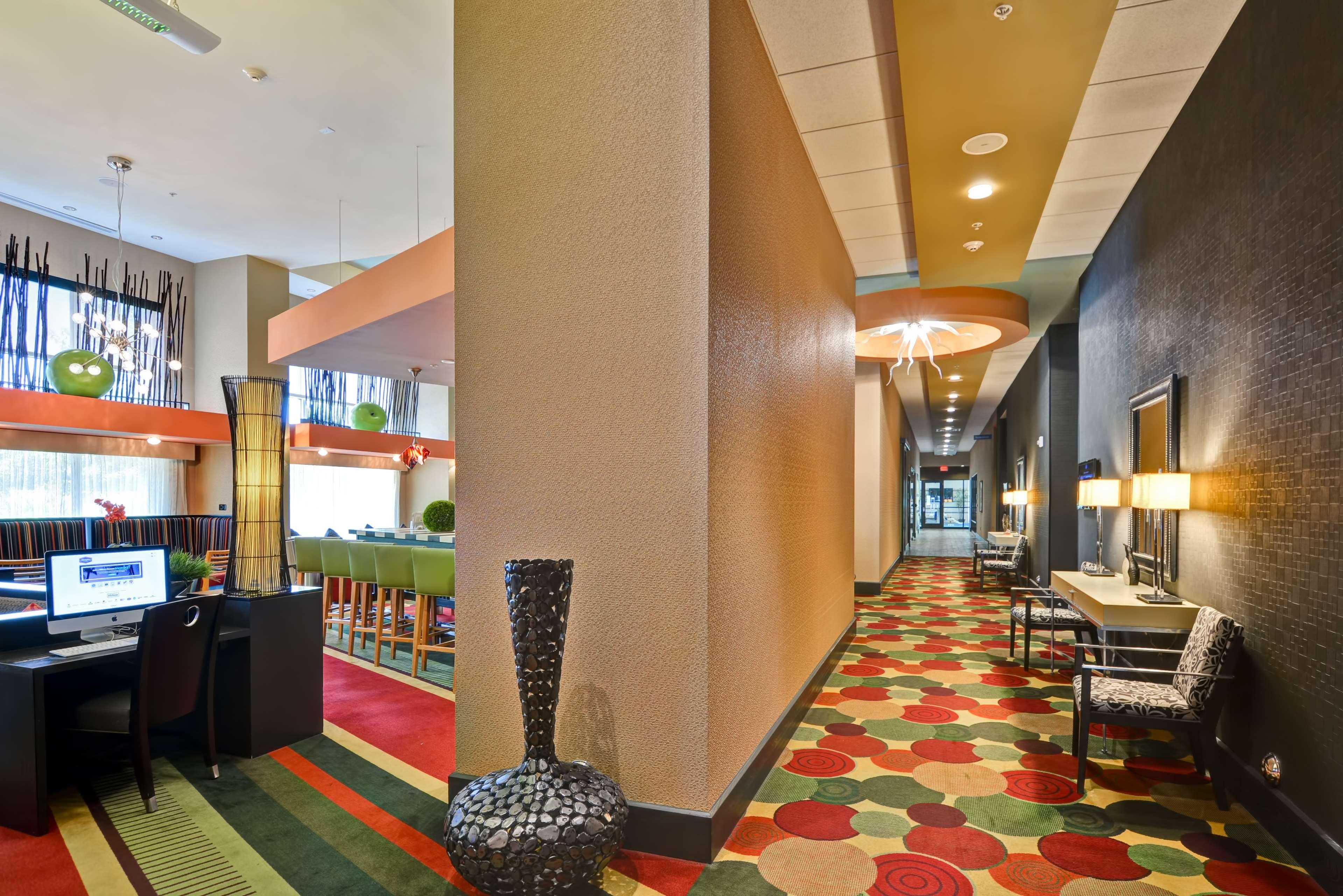 Hampton Inn & Suites Raleigh/Crabtree Valley image 6