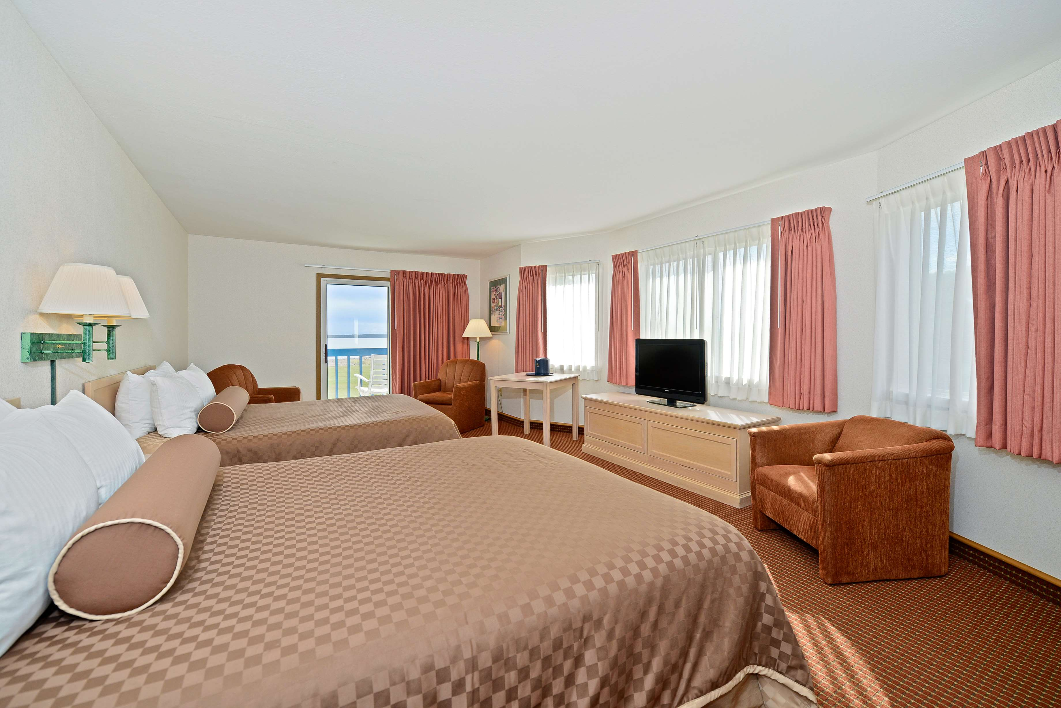 Best Western Harbour Pointe Lakefront image 36