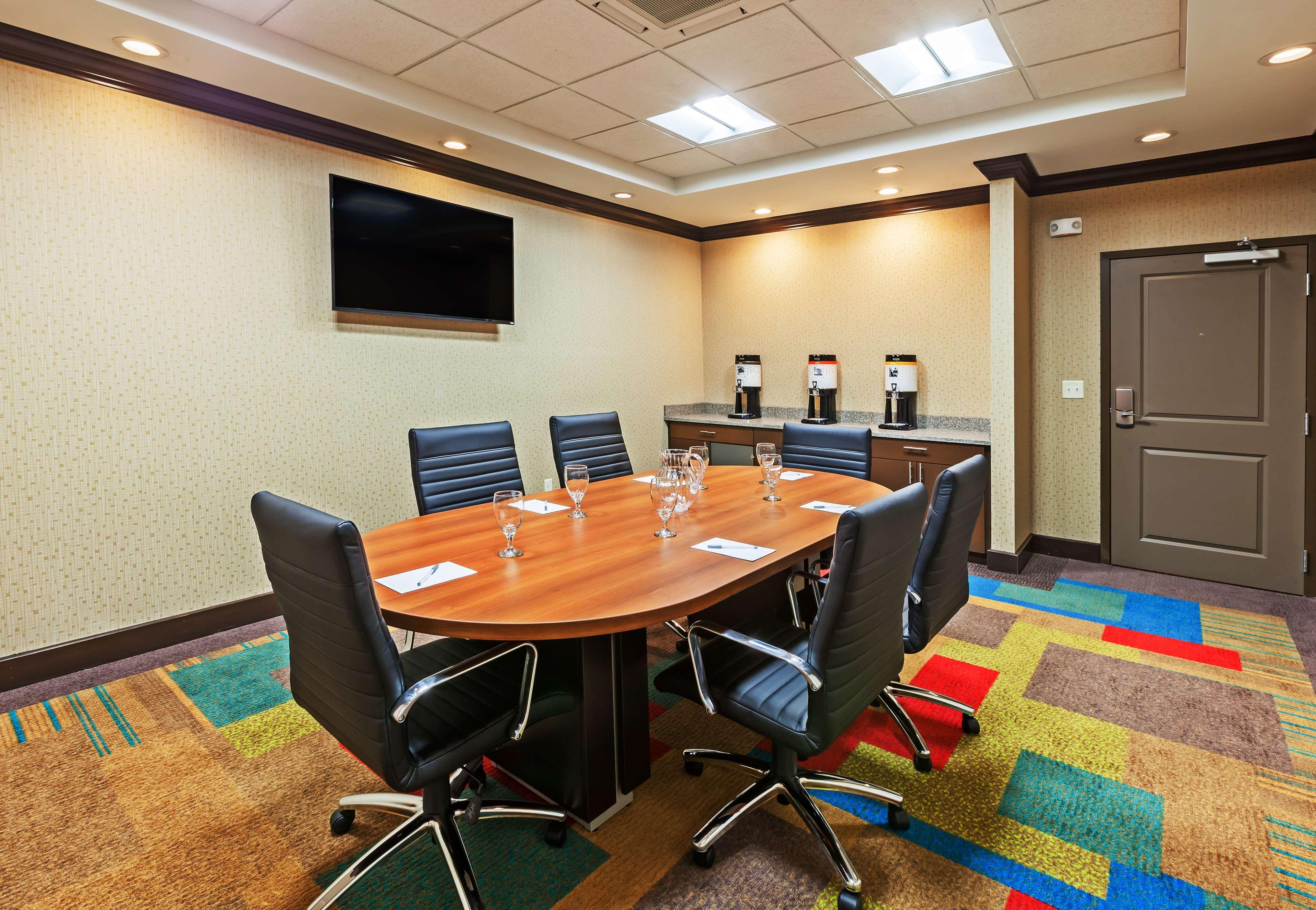 Hampton Inn & Suites Claremore image 37