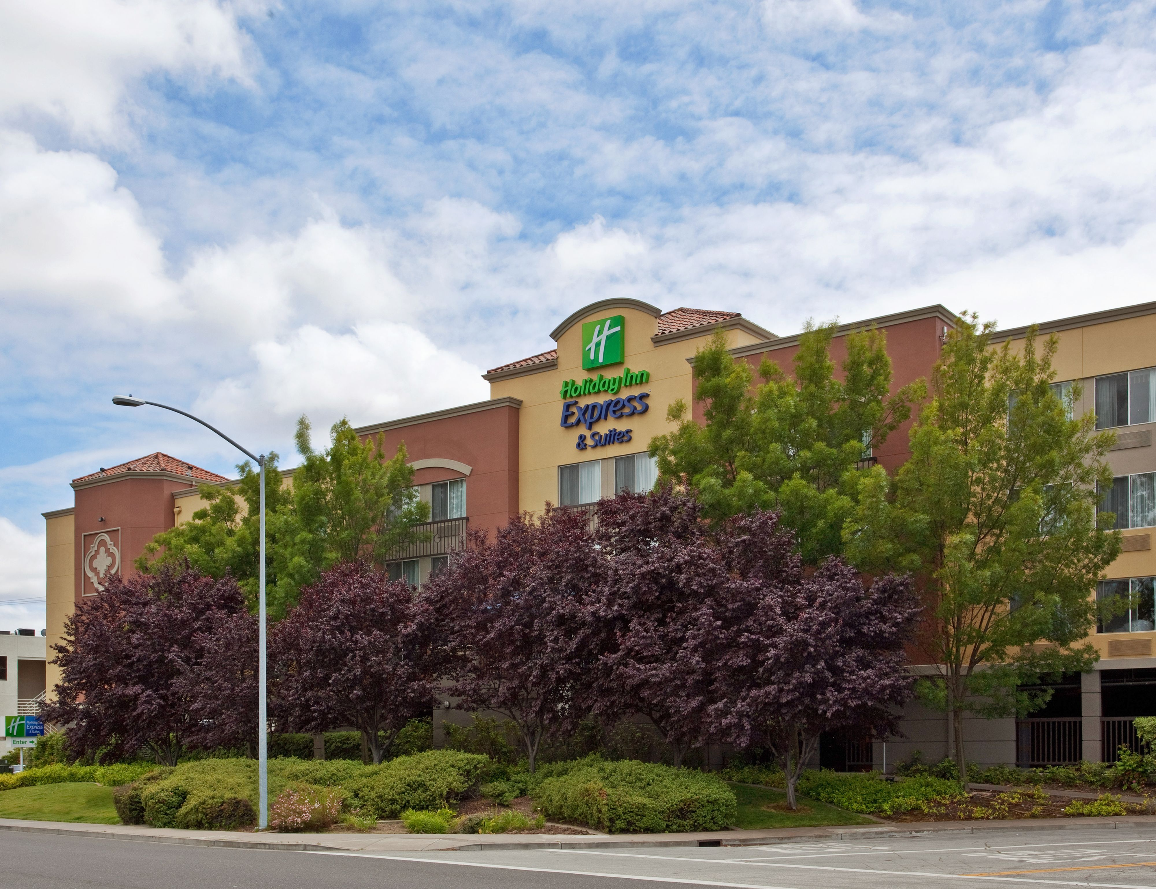 Holiday Inn Express & Suites Bellevue (Omaha Area) image 3