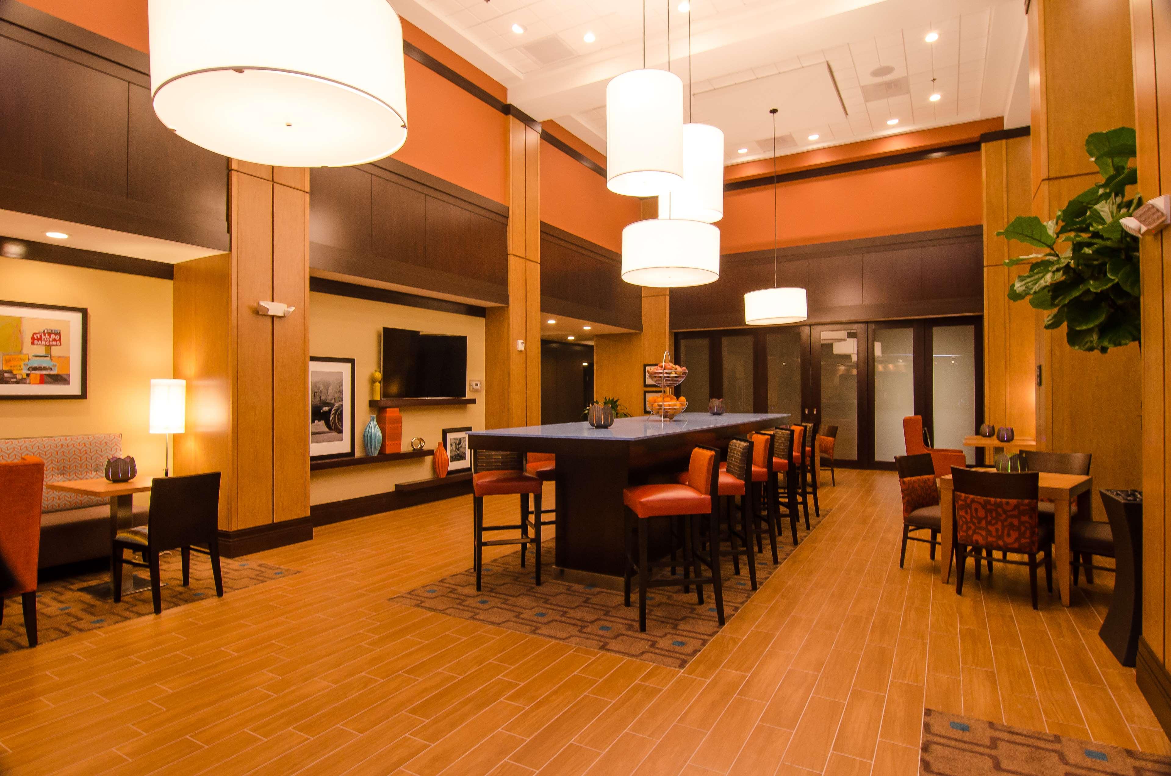 Hampton Inn & Suites Houston North IAH image 3