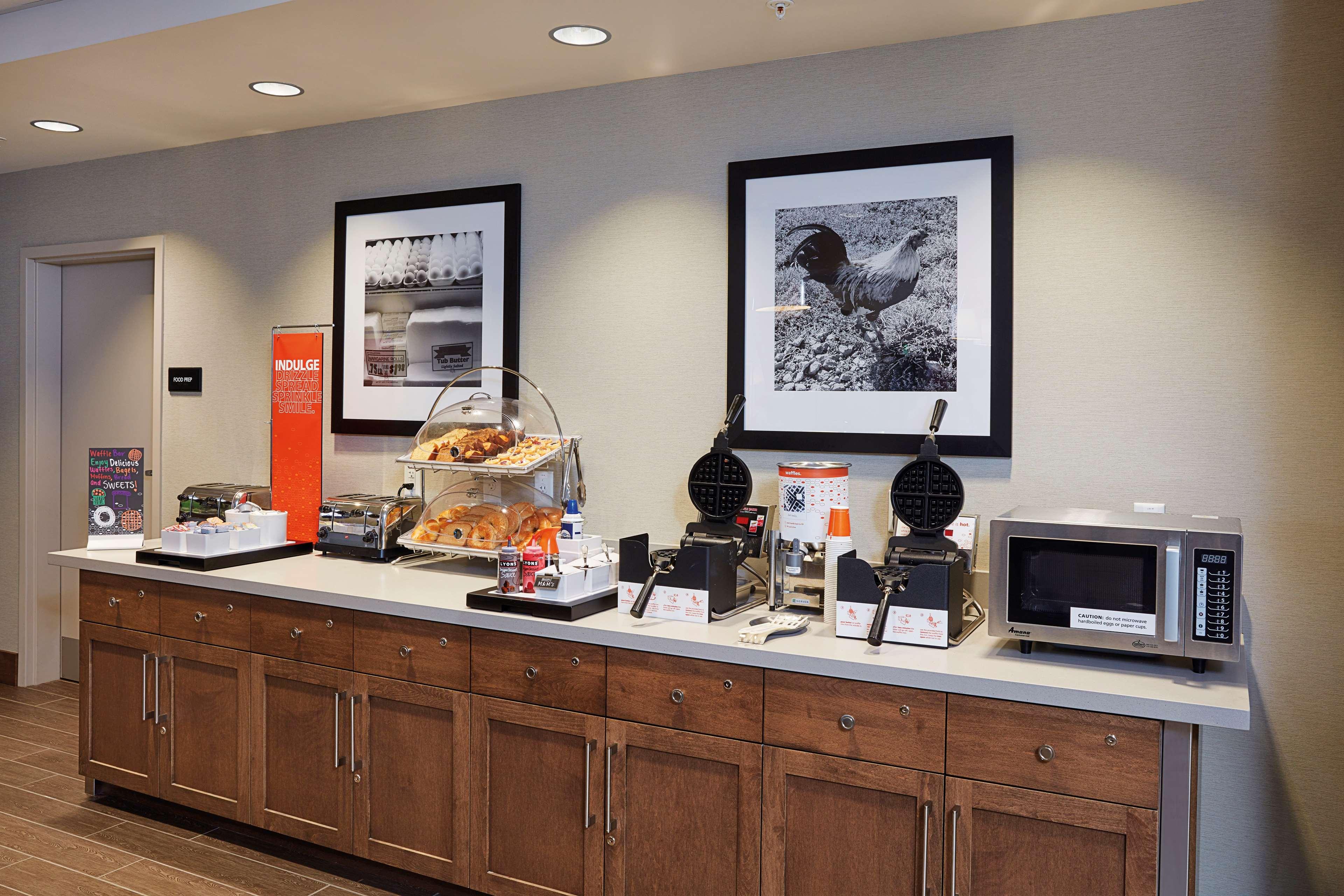 Hampton Inn & Suites Sacramento at CSUS image 14