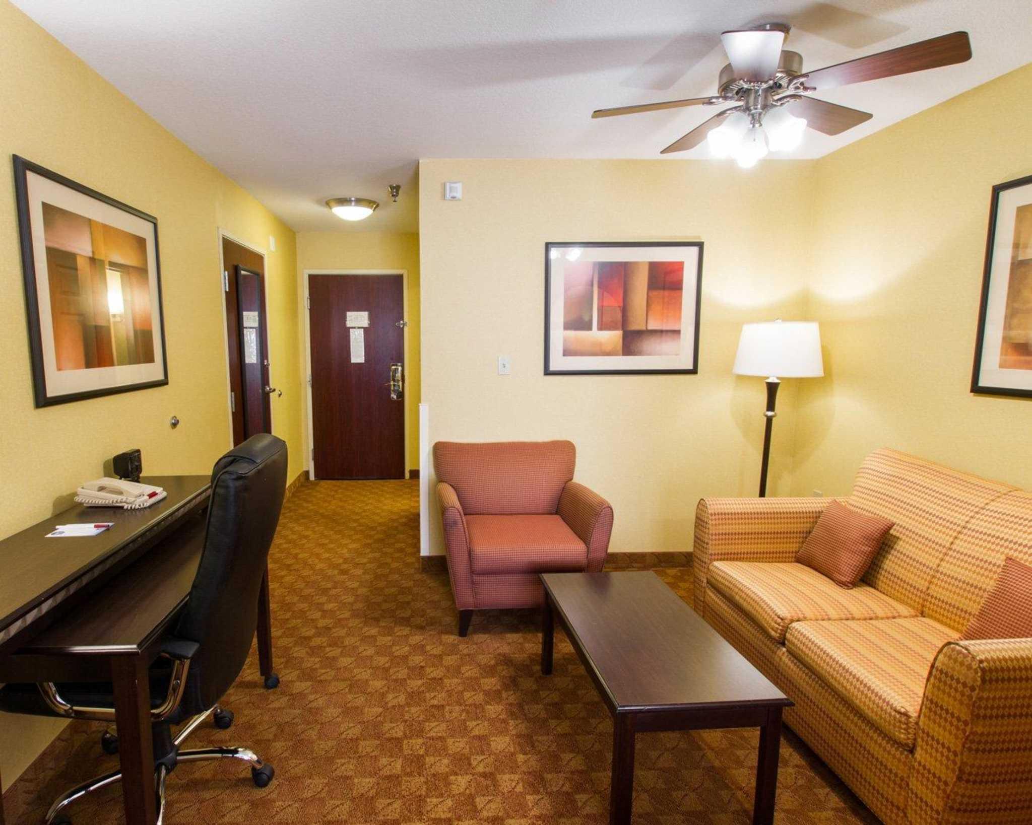 Comfort Suites Phoenix Airport image 26
