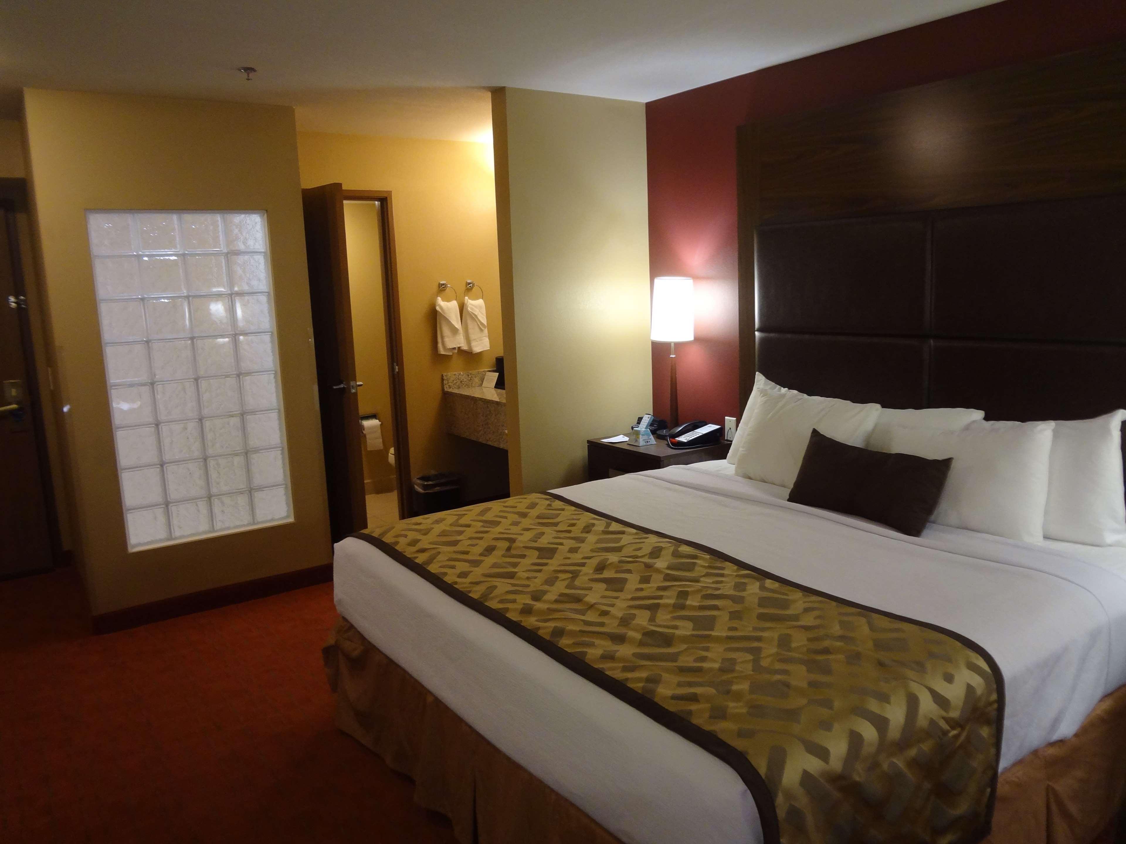 Best Western Plus Woodland Hills Hotel & Suites image 35