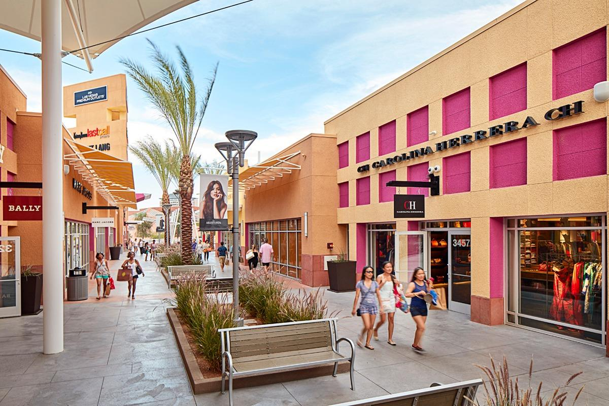 Factory Outlet Stores. The Vera Bradley Factory Outlet Stores are located in Outlet centers throughout the United States, featuring savings starting at 50% off retail prices.