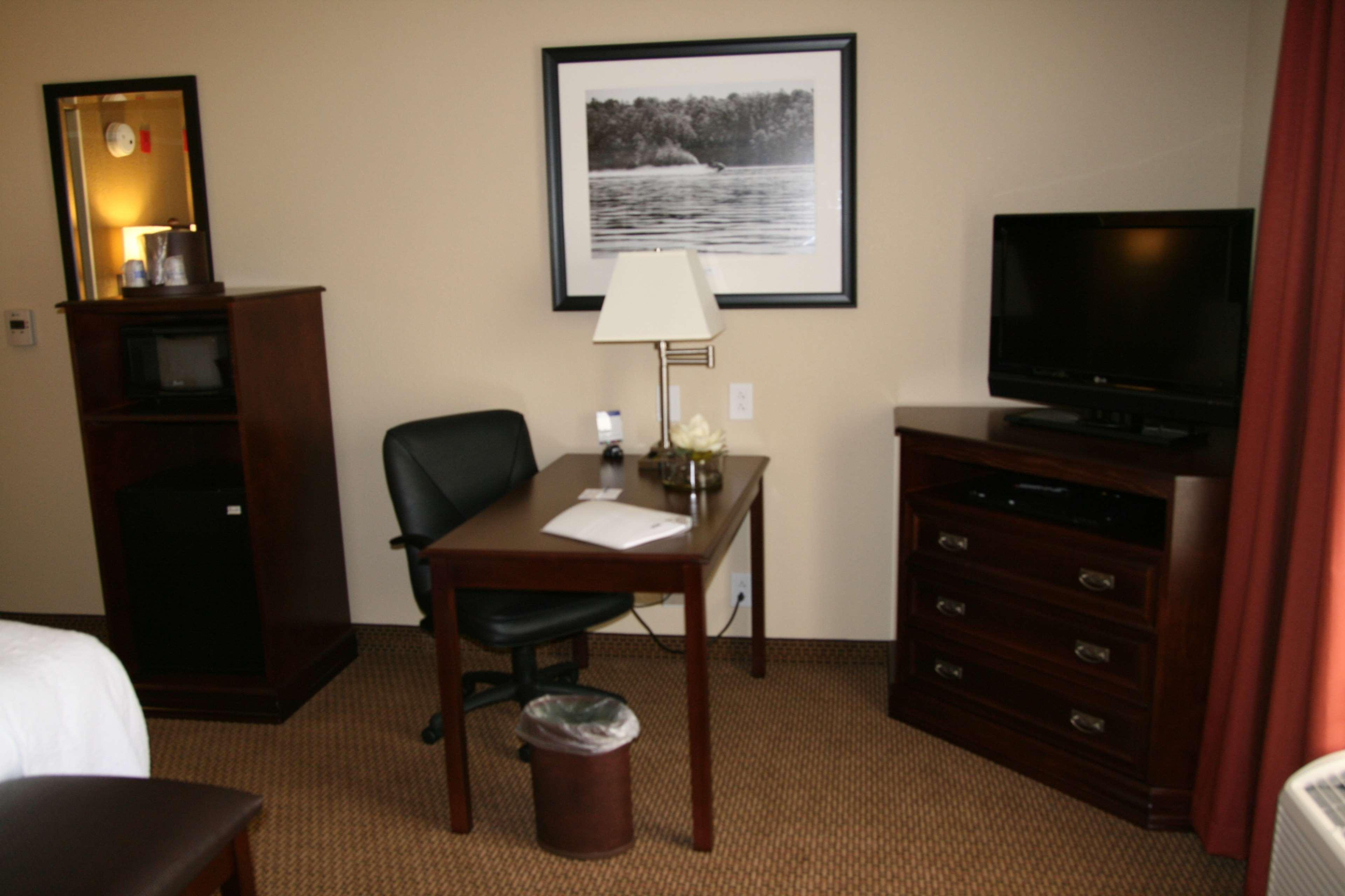 Hampton Inn & Suites Lanett-West Point image 20