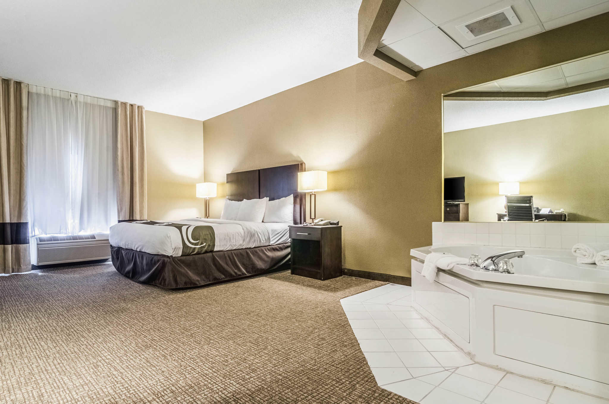 Quality Suites image 11