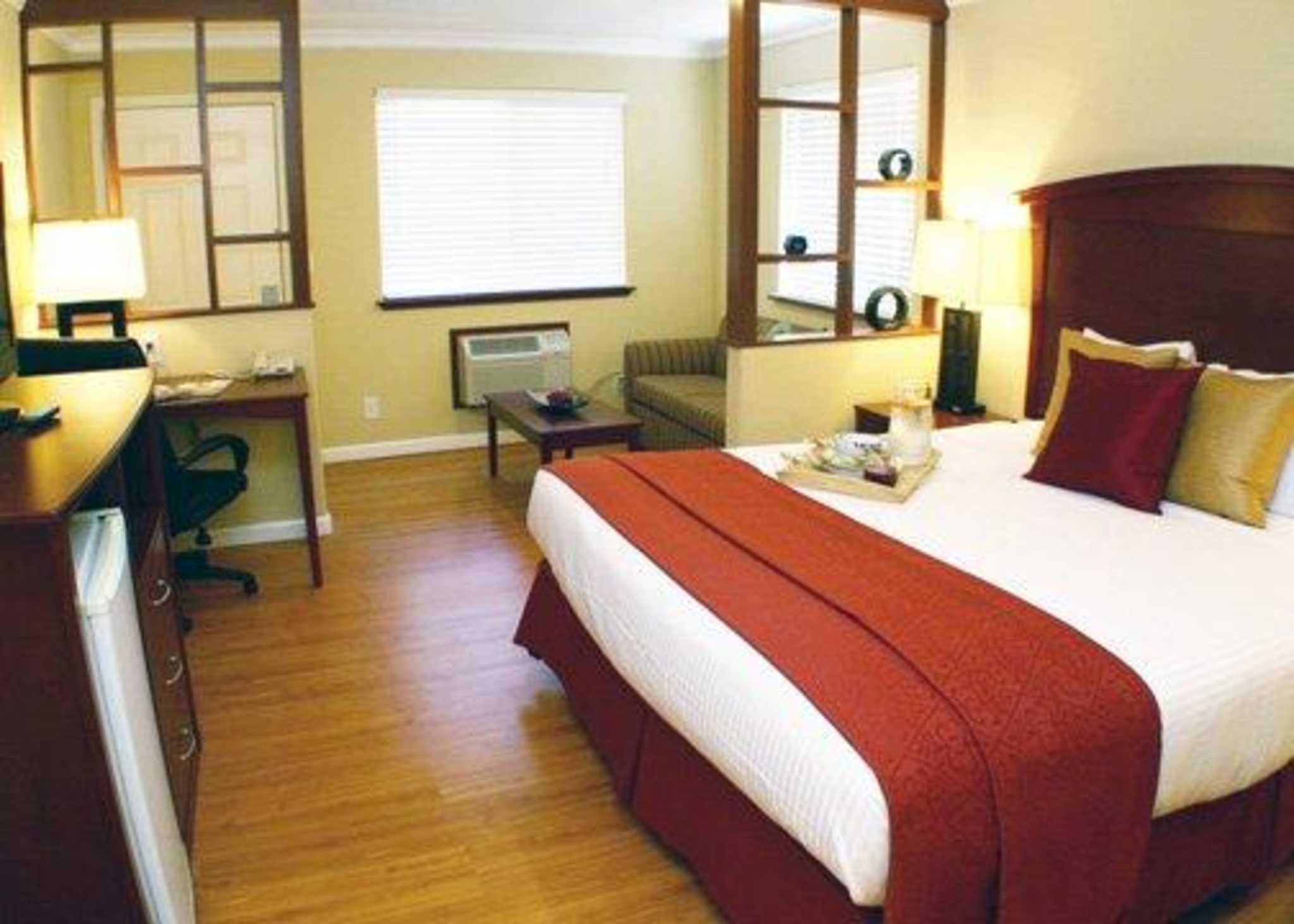 Quality Inn & Suites Santa Cruz Mountains image 8