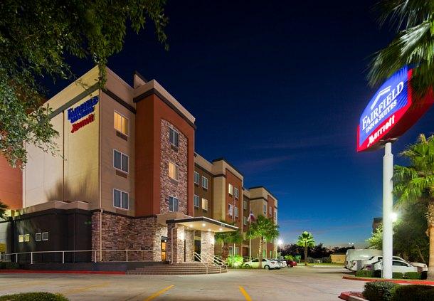 Fairfield Inn & Suites by Marriott Houston Hobby Airport image 0