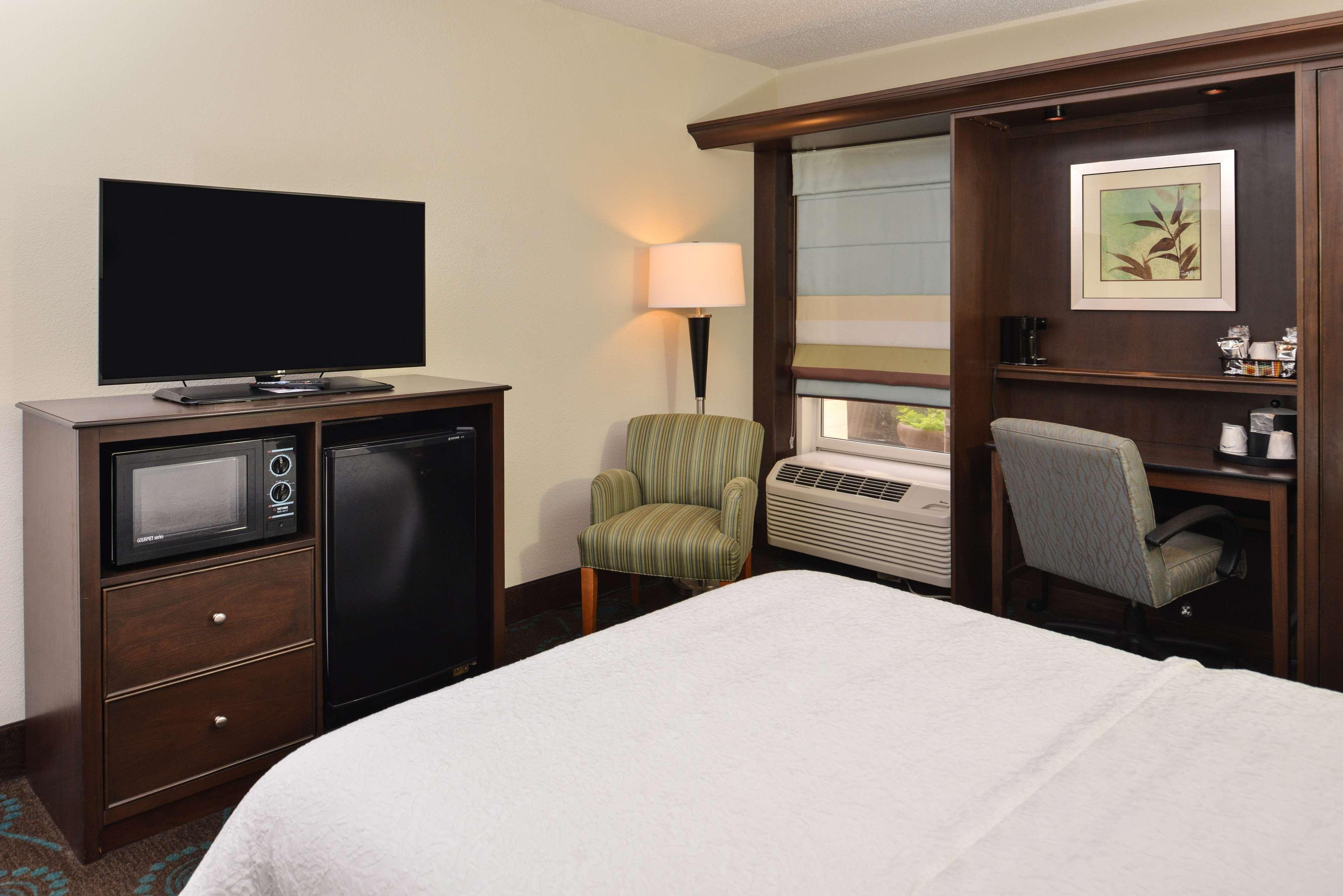 Hampton Inn & Suites Newport News (Oyster Point) image 31