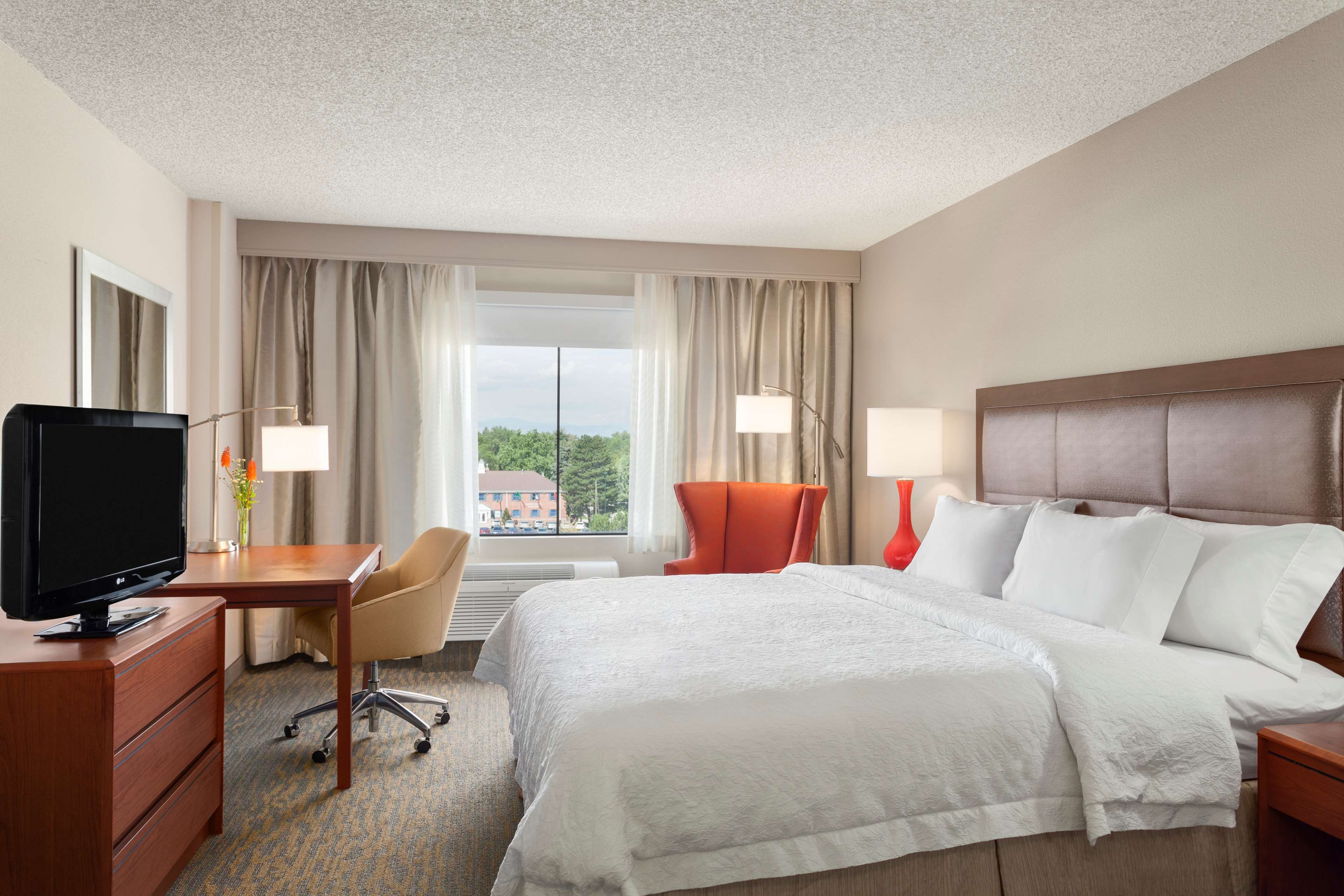 Hampton Inn & Suites Denver-Cherry Creek image 11