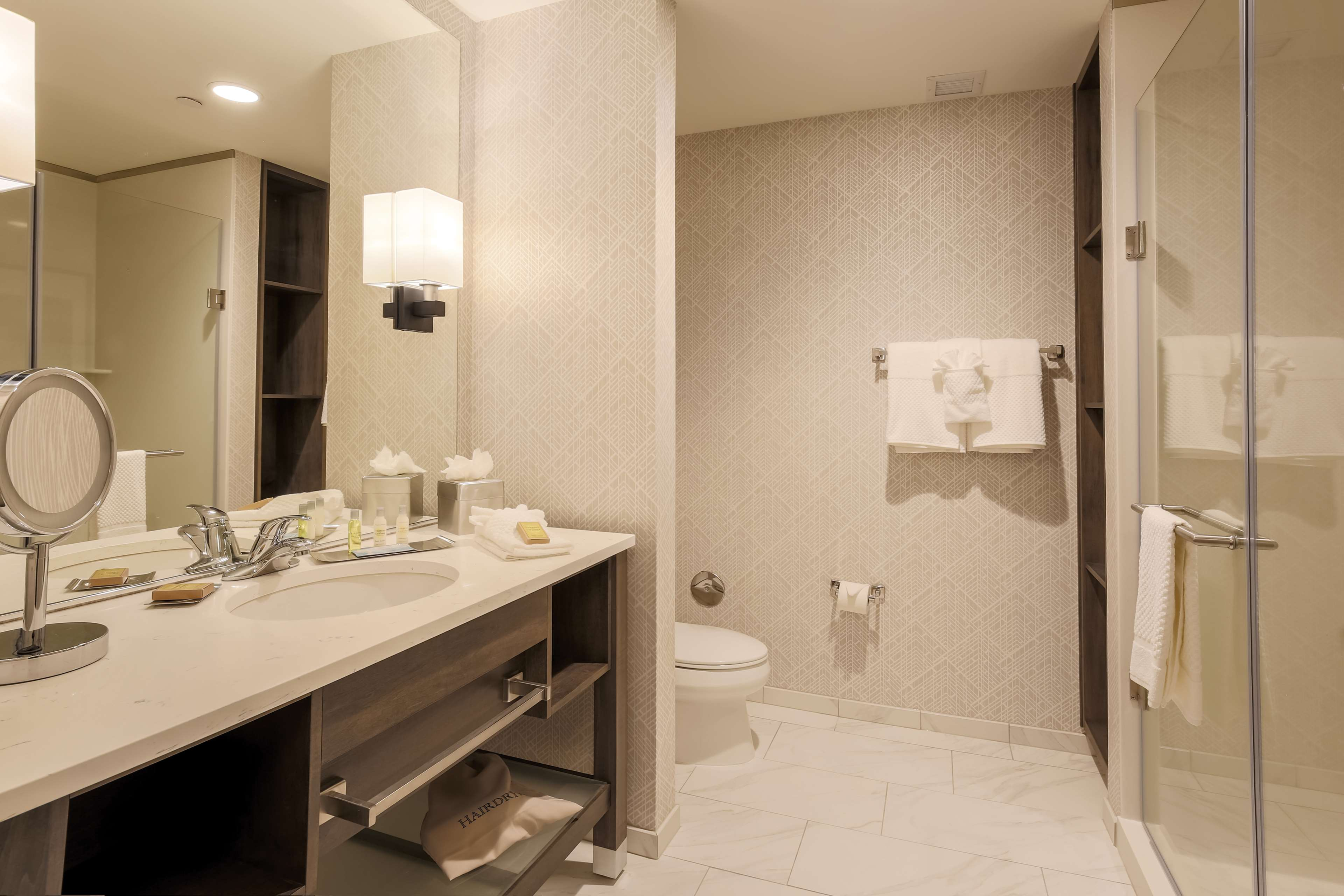 DoubleTree by Hilton Evansville image 35