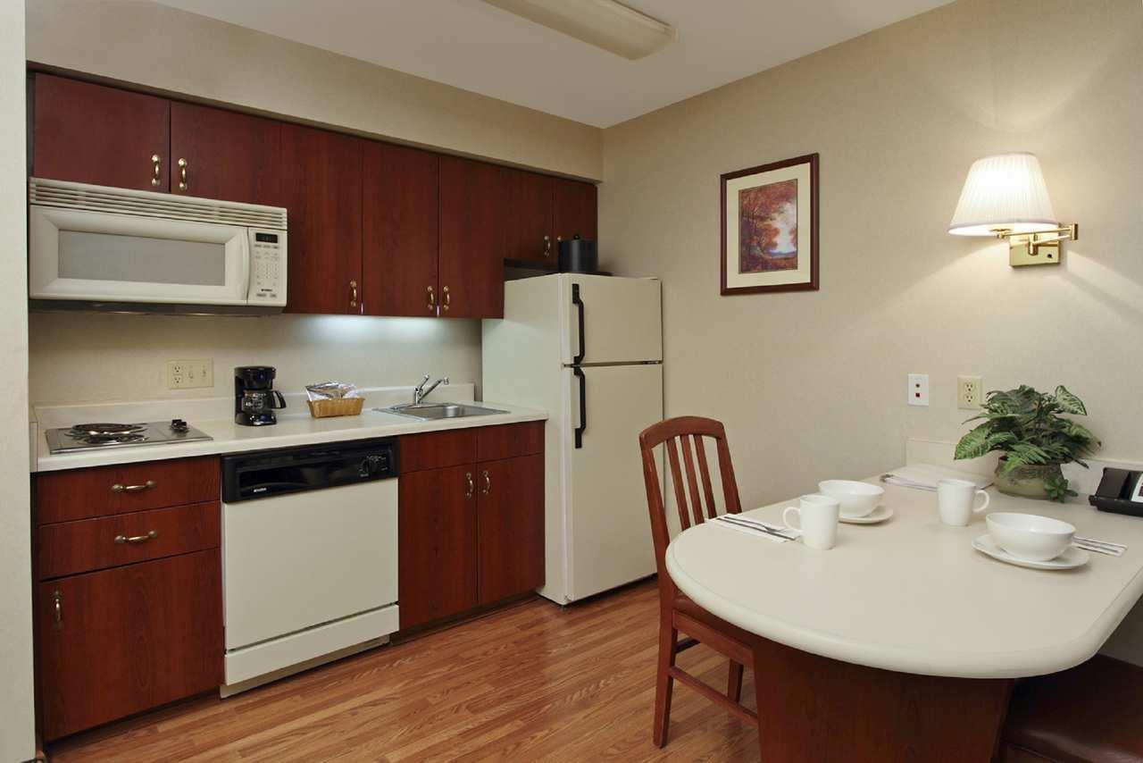 Hampton Inn & Suites Newtown image 28