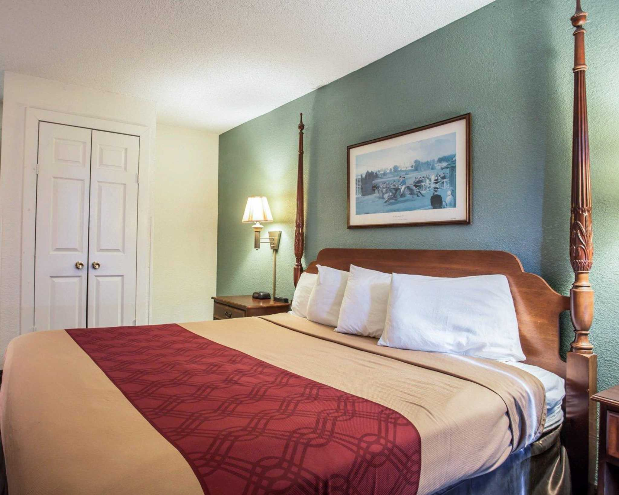 Econo Lodge & Suites Lake Norman image 21