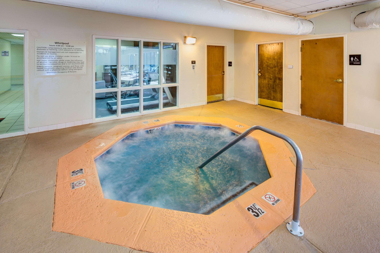 Hampton Inn & Suites Augusta West image 5