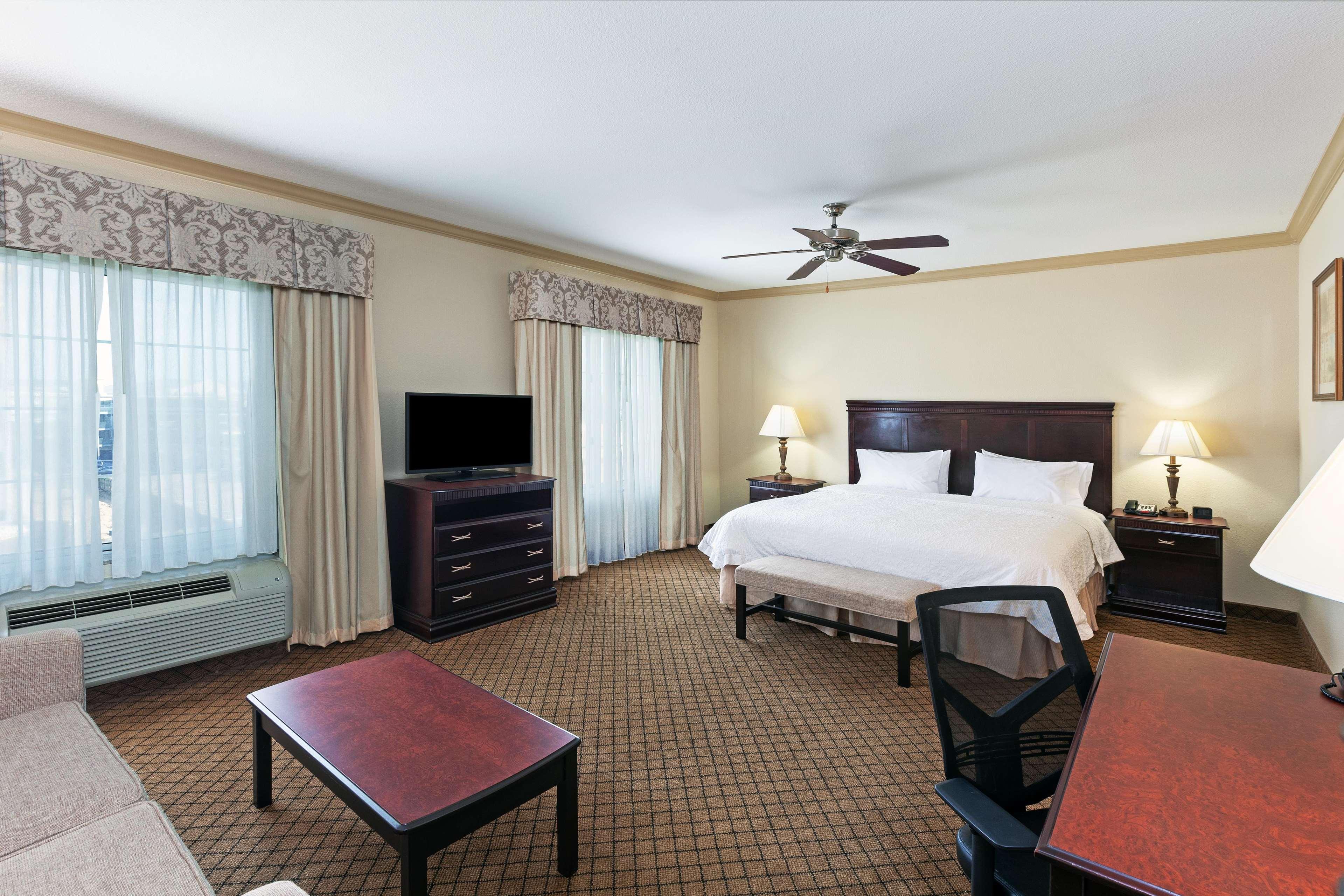 Hampton Inn & Suites Galveston image 20