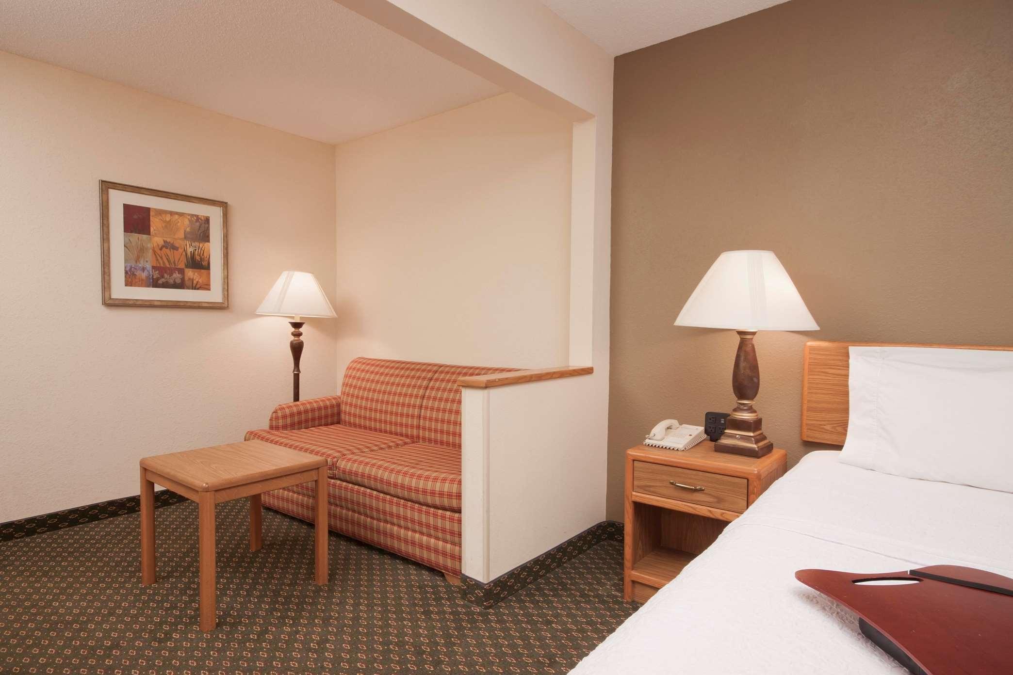 hotel room KXTY