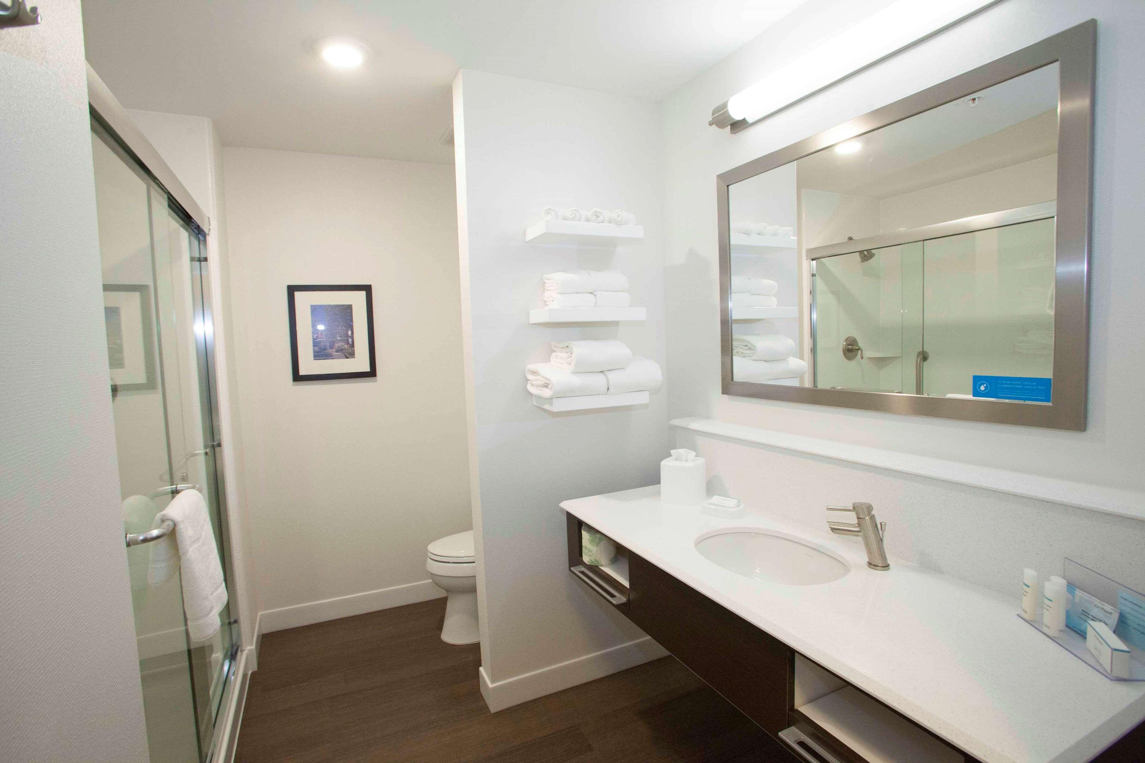 Hampton Inn & Suites Downtown St. Paul image 23