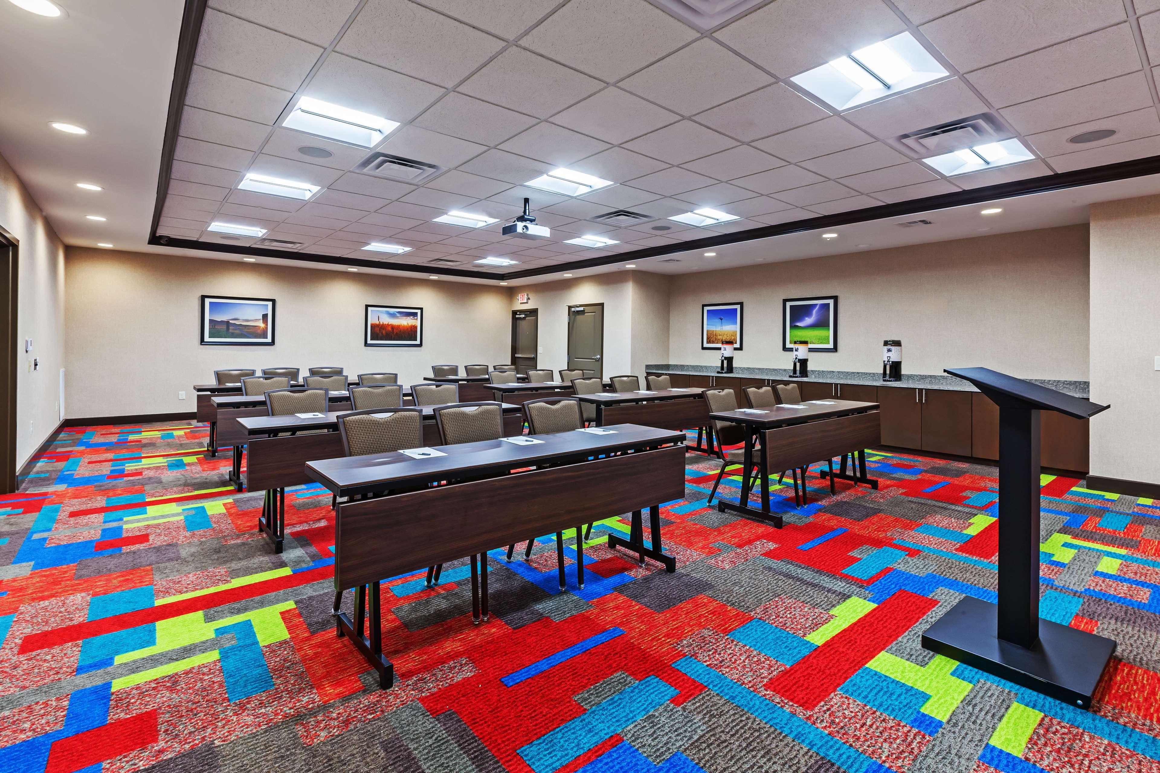 Hampton Inn & Suites Claremore image 35