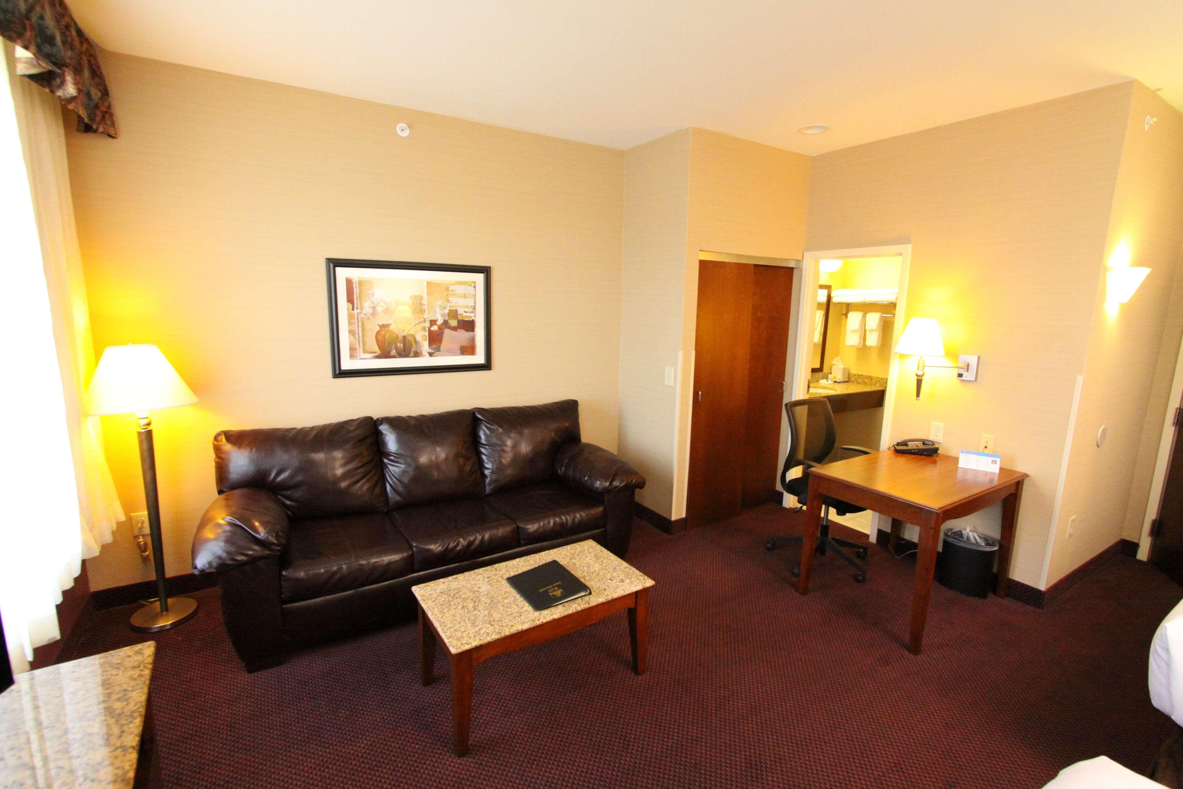 Best Western Plus Hannaford Inn & Suites image 38