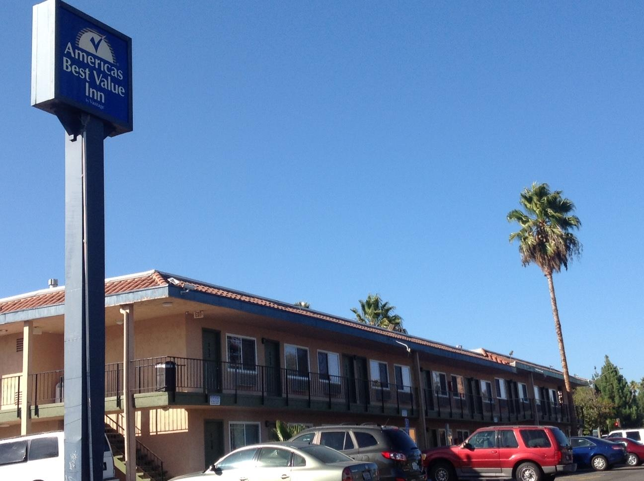 Americas Best Value Inn - Thousand Oaks image 0