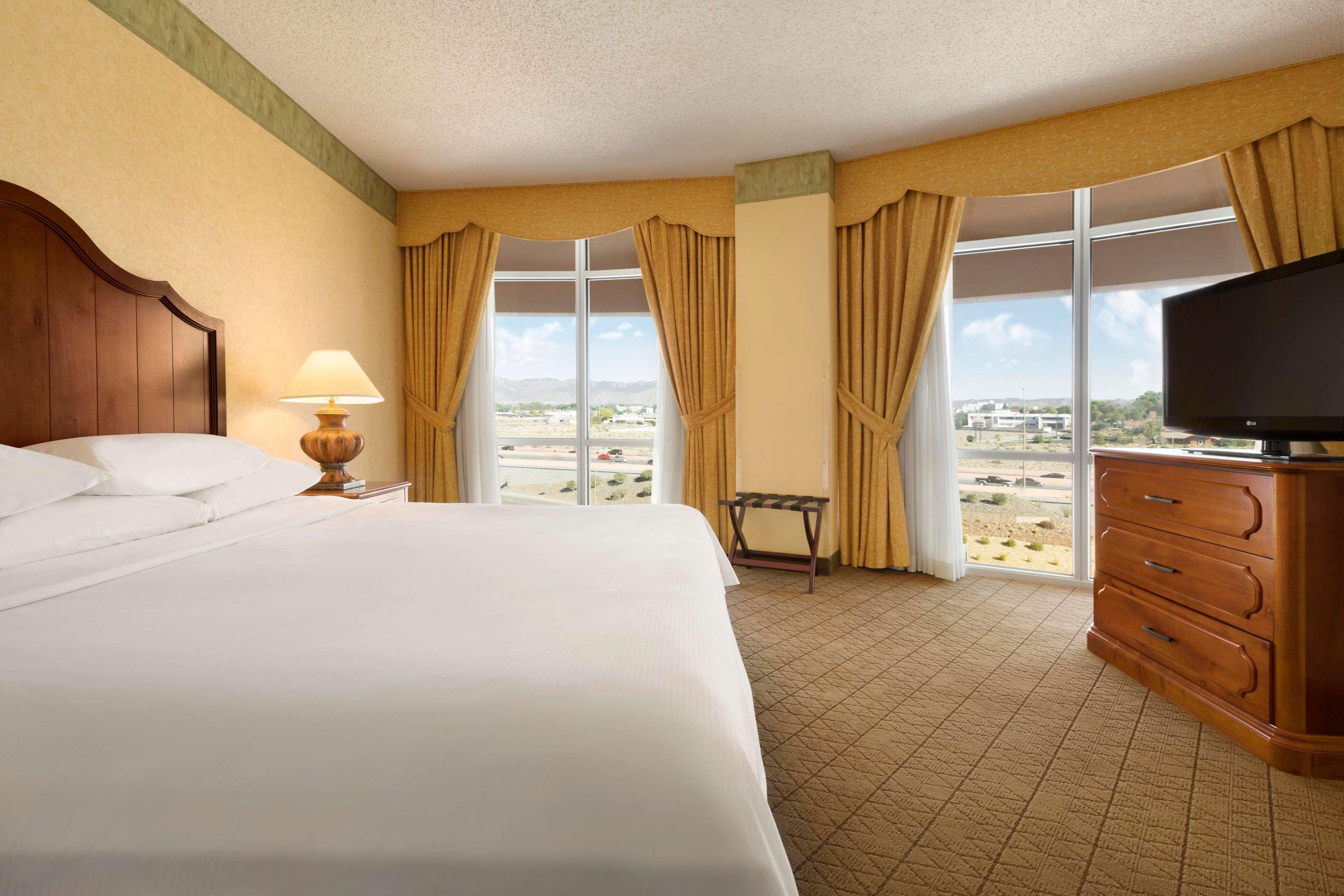 Embassy Suites by Hilton Albuquerque Hotel & Spa image 21