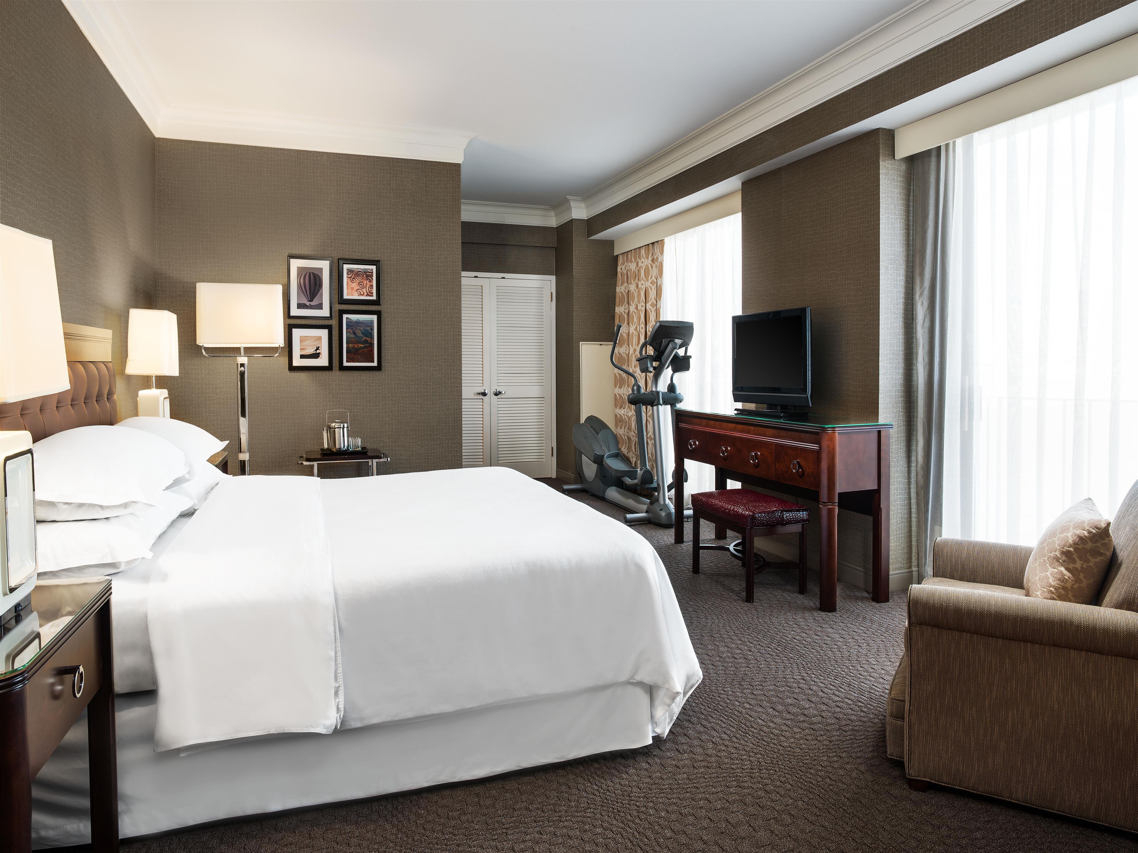 Sheraton Crescent Hotel image 3