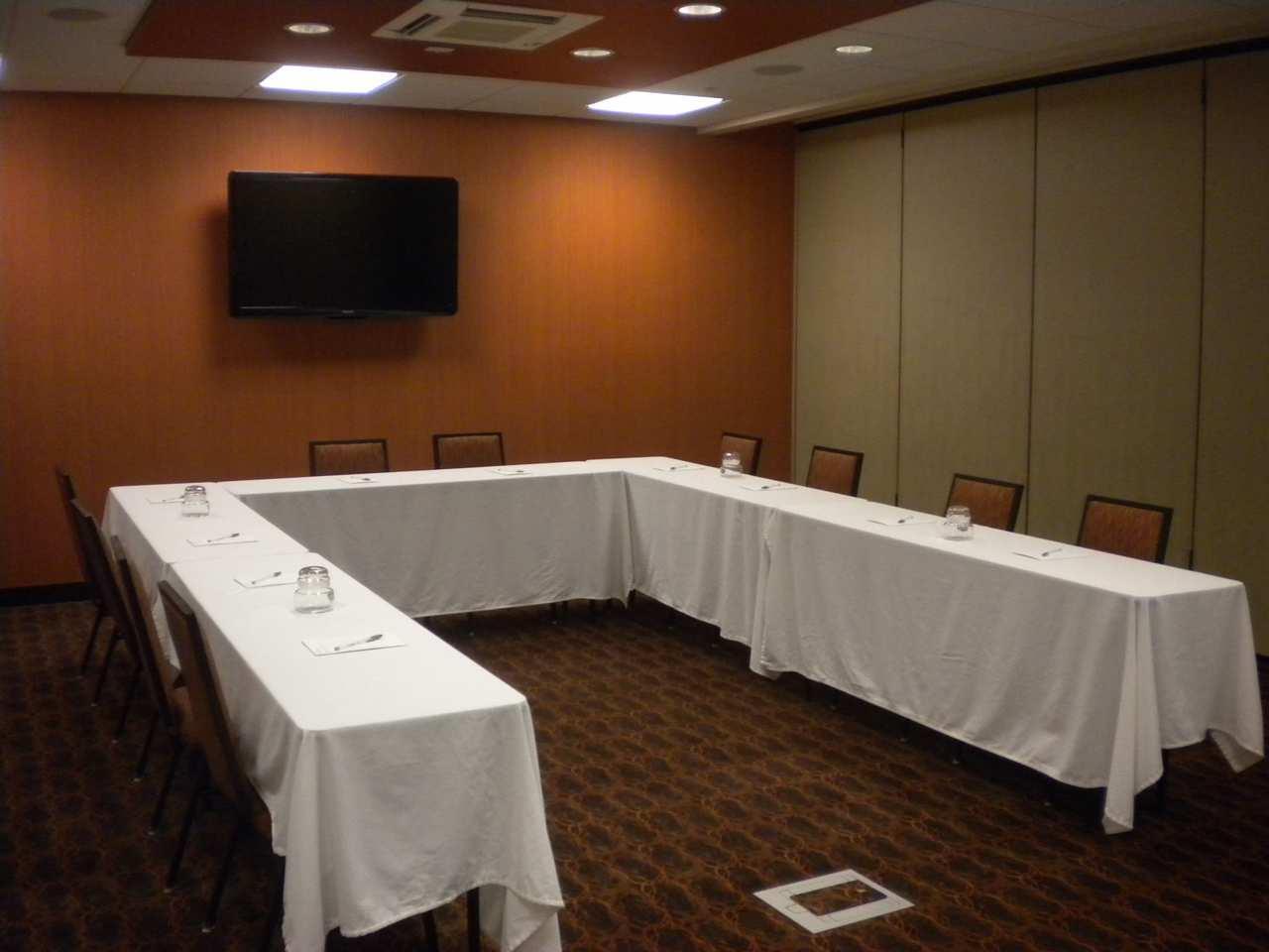 Hampton Inn & Suites Cincinnati/Uptown-University Area image 11