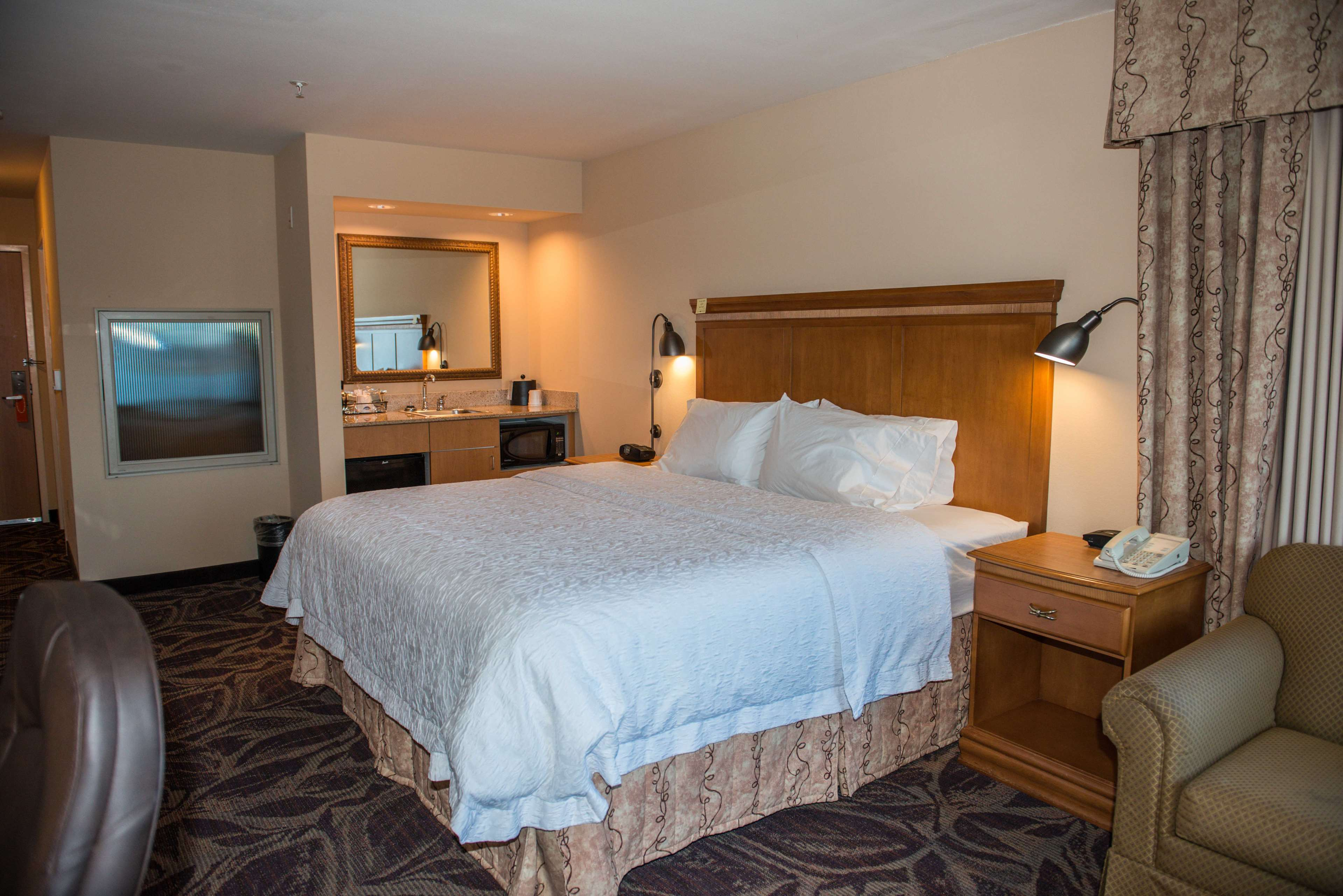 Hampton Inn & Suites Bremerton image 30