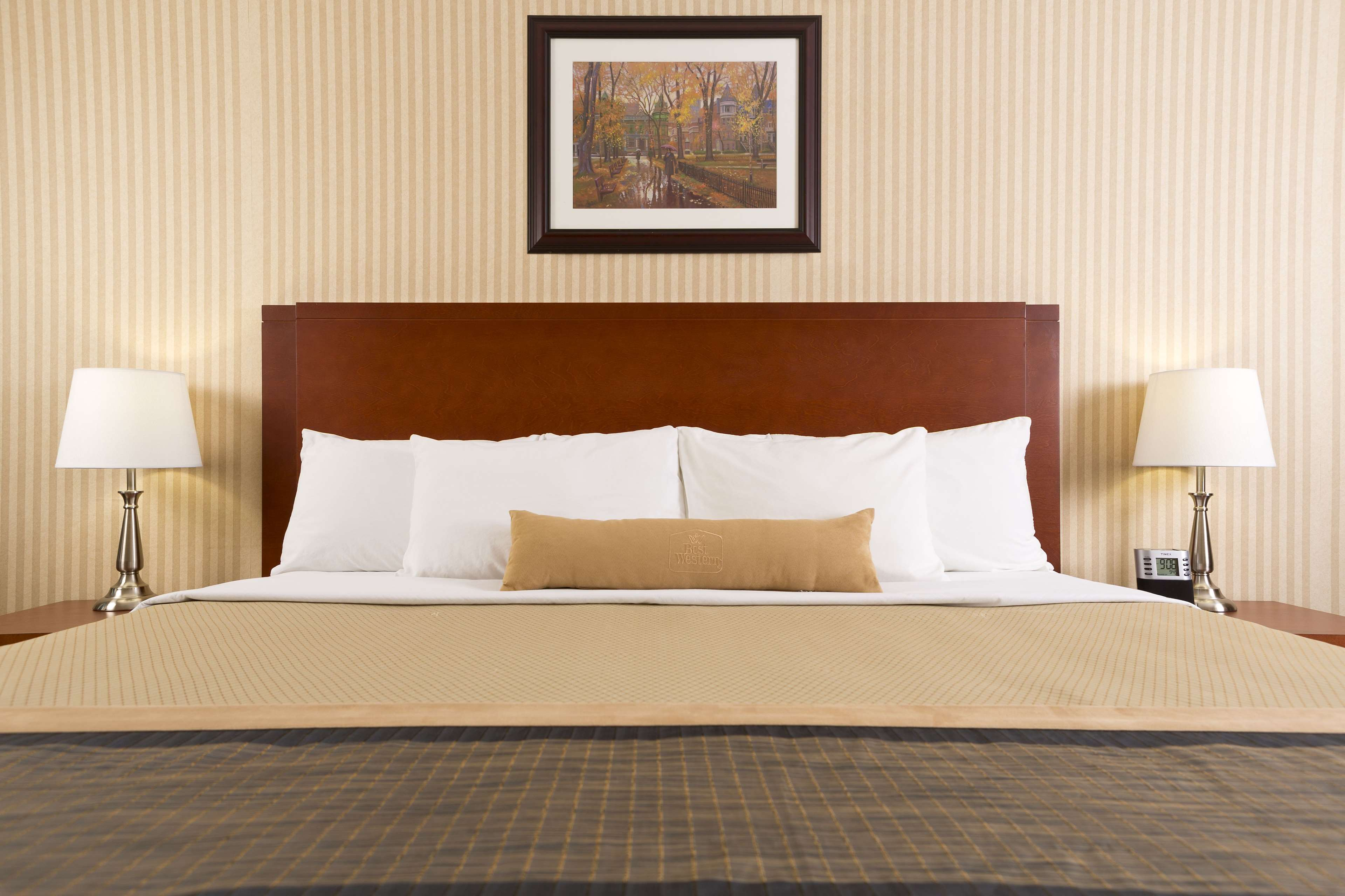 Best Western Laval-Montreal à Laval: King Bed Guest Room