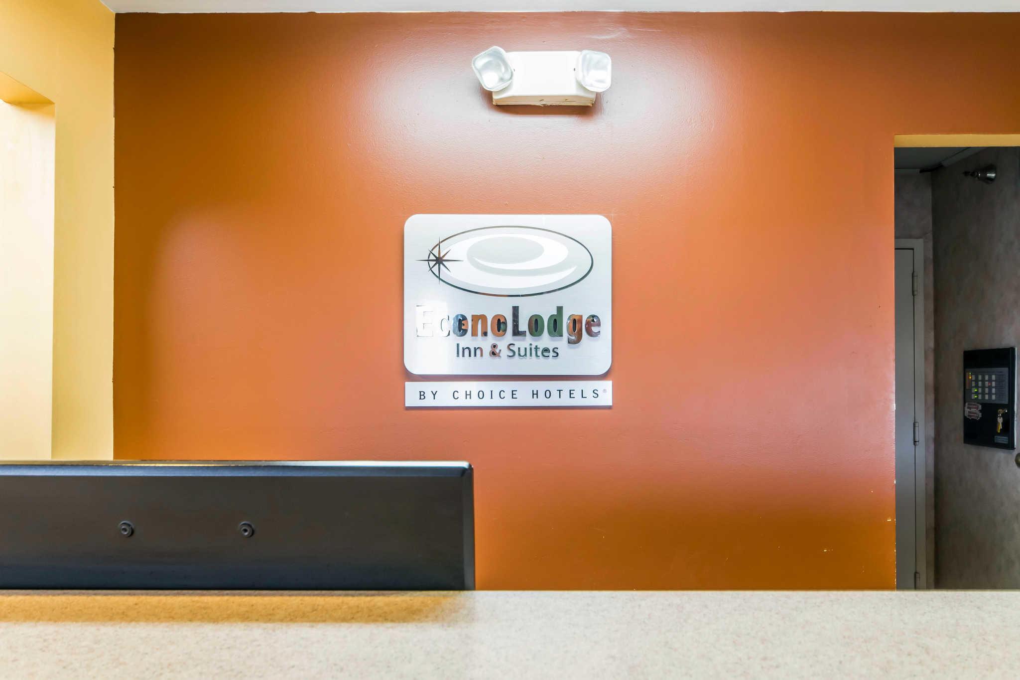 Econo Lodge Inn & Suites I-65 image 4