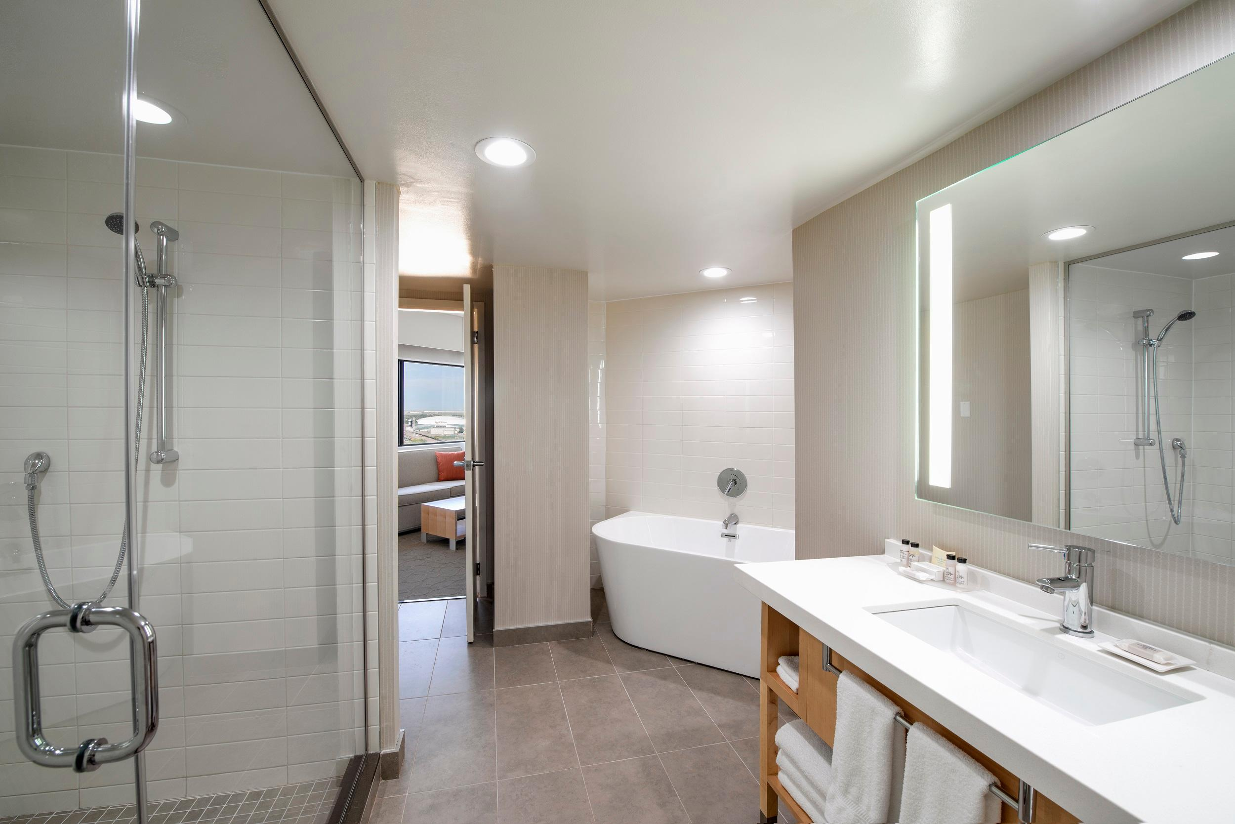 Delta Hotels by Marriott Regina in Regina: Wascana Suite- Washroom
