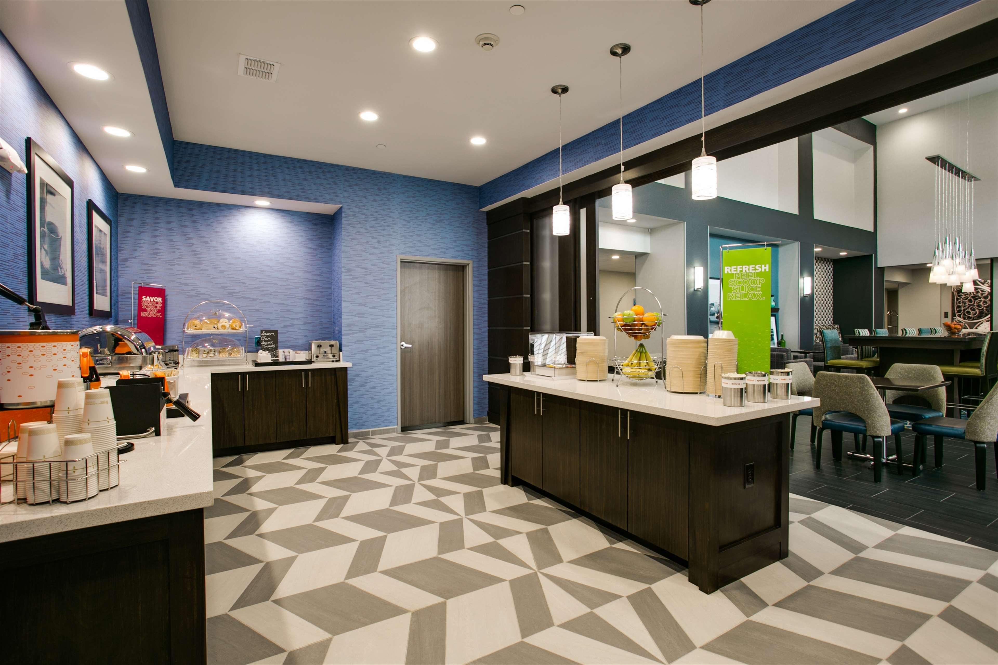Hampton Inn & Suites Dallas/Ft. Worth Airport South image 11