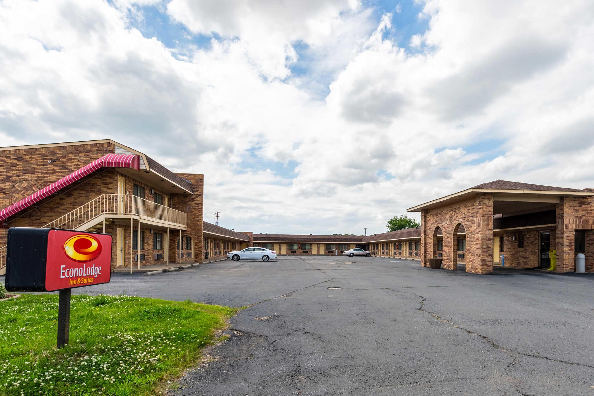 Econo Lodge & Suites image 2