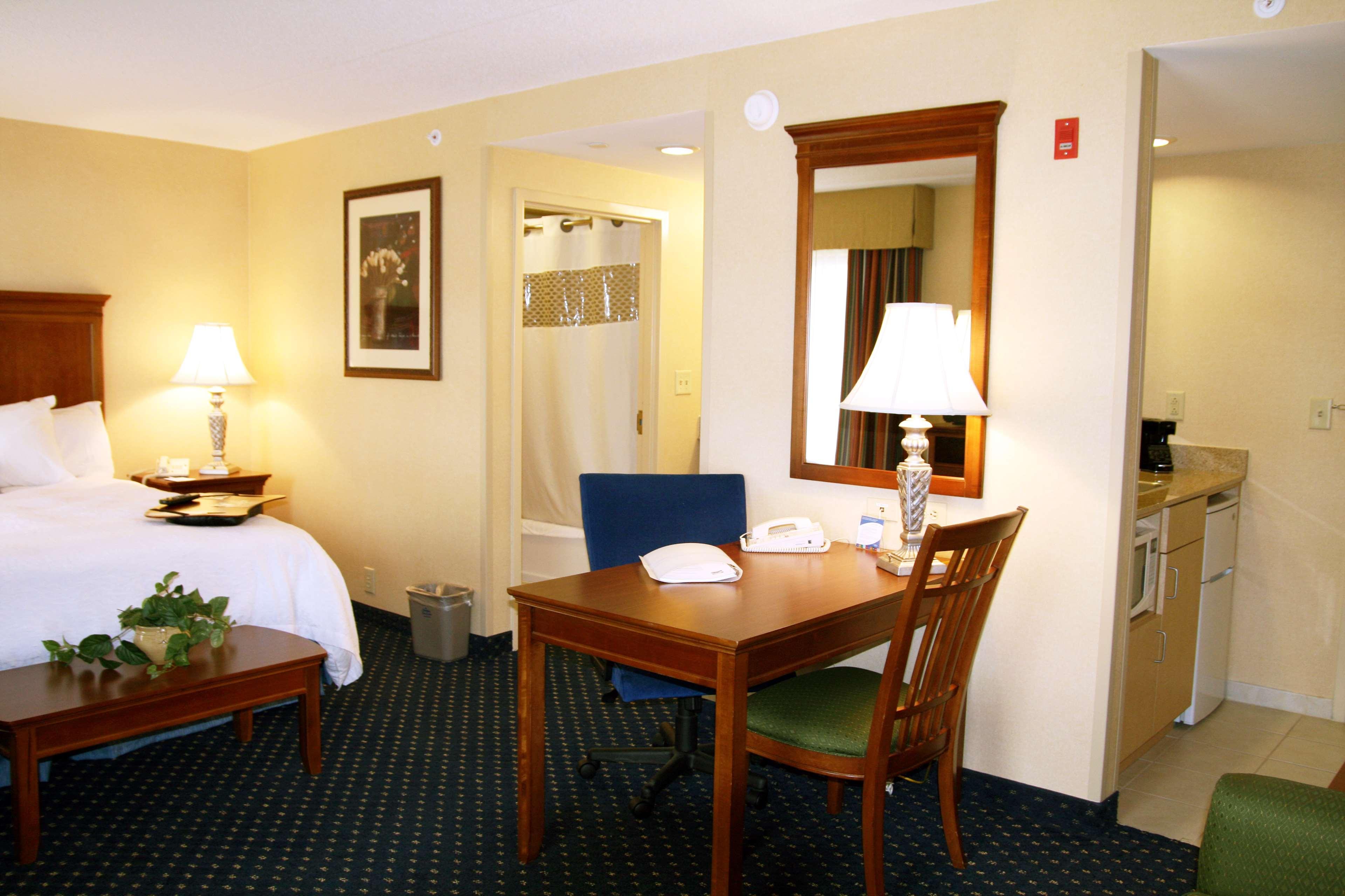 Hampton Inn & Suites Fredericksburg South image 20