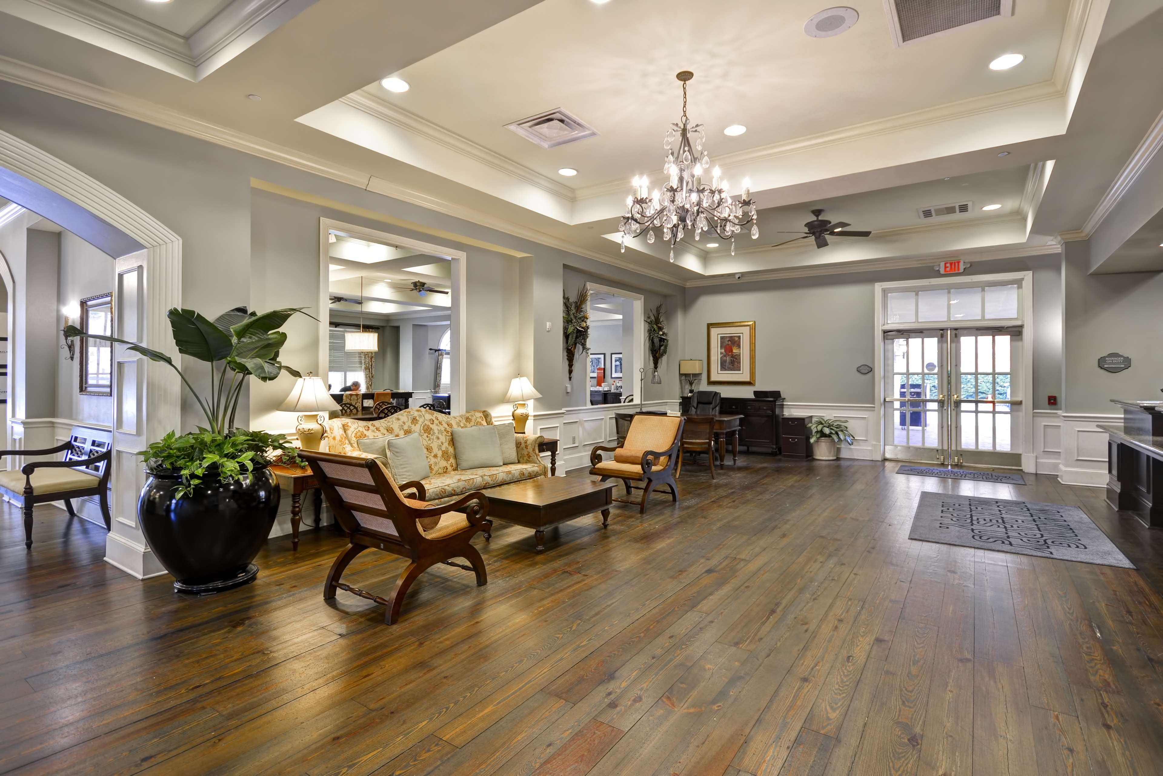 Hampton Inn & Suites Savannah Historic District image 0