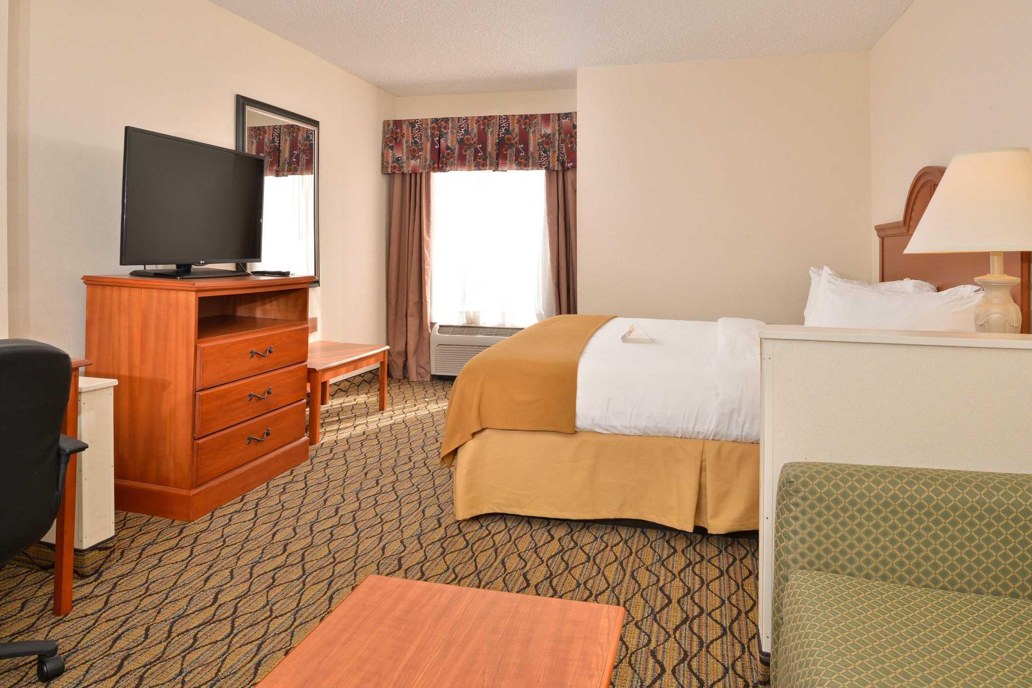 Quality Inn & Suites Jefferson City image 11