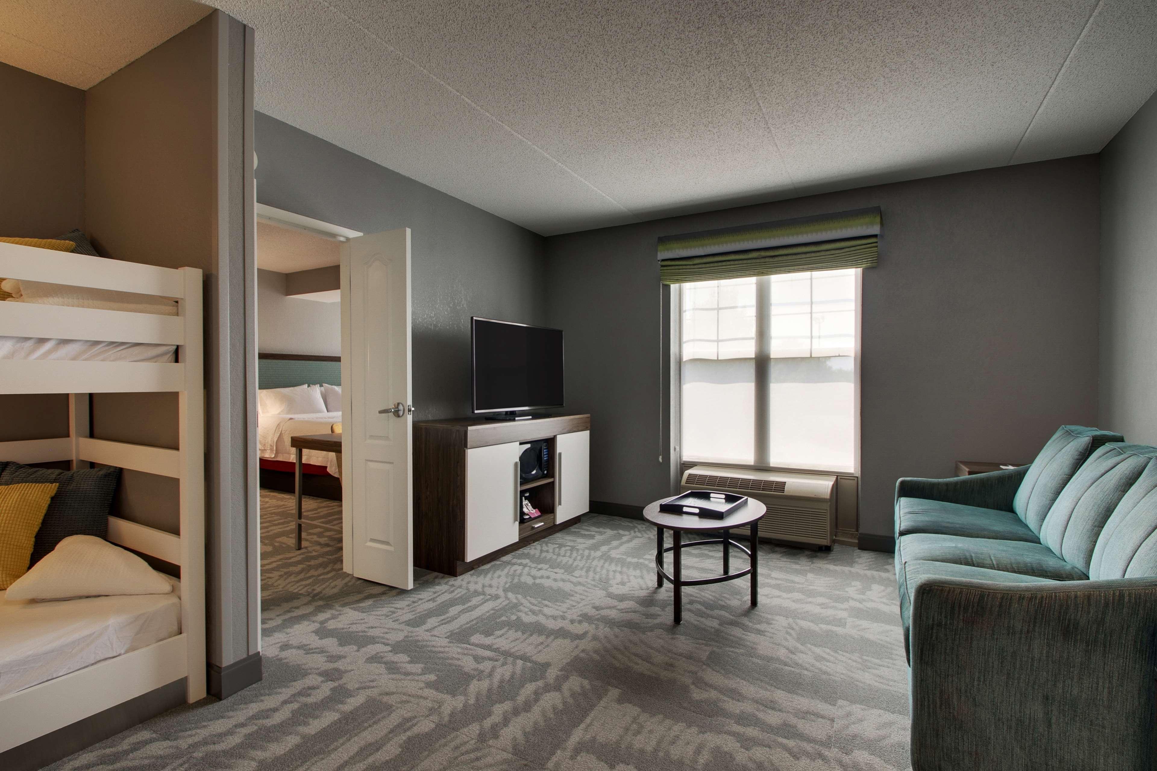 Hampton Inn & Suites Chicago/Aurora image 31