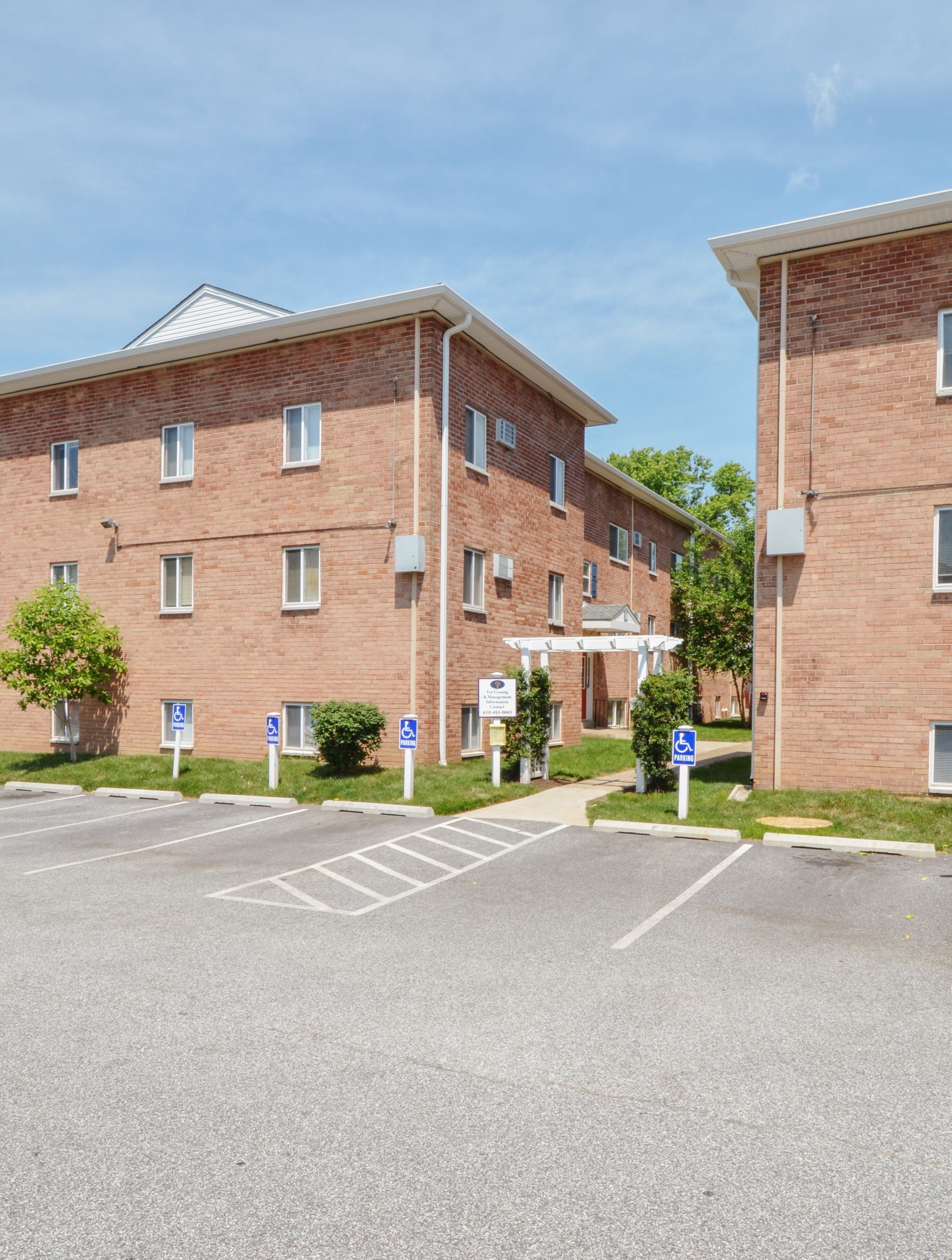 Boothwyn Court Apartments image 4