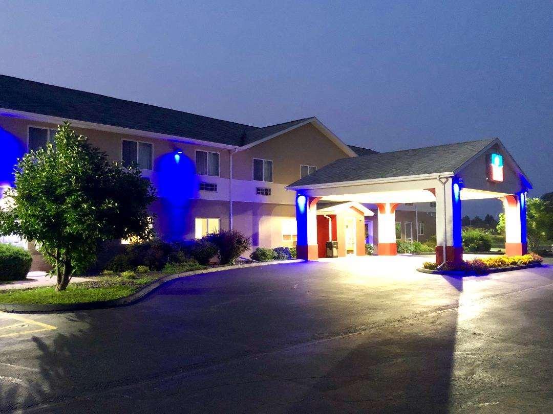 SureStay Plus Hotel by Best Western Bettendorf image 4