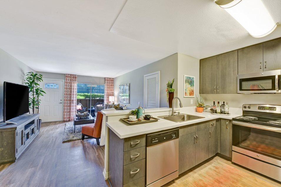 Emerald Glen Apartment Homes image 2