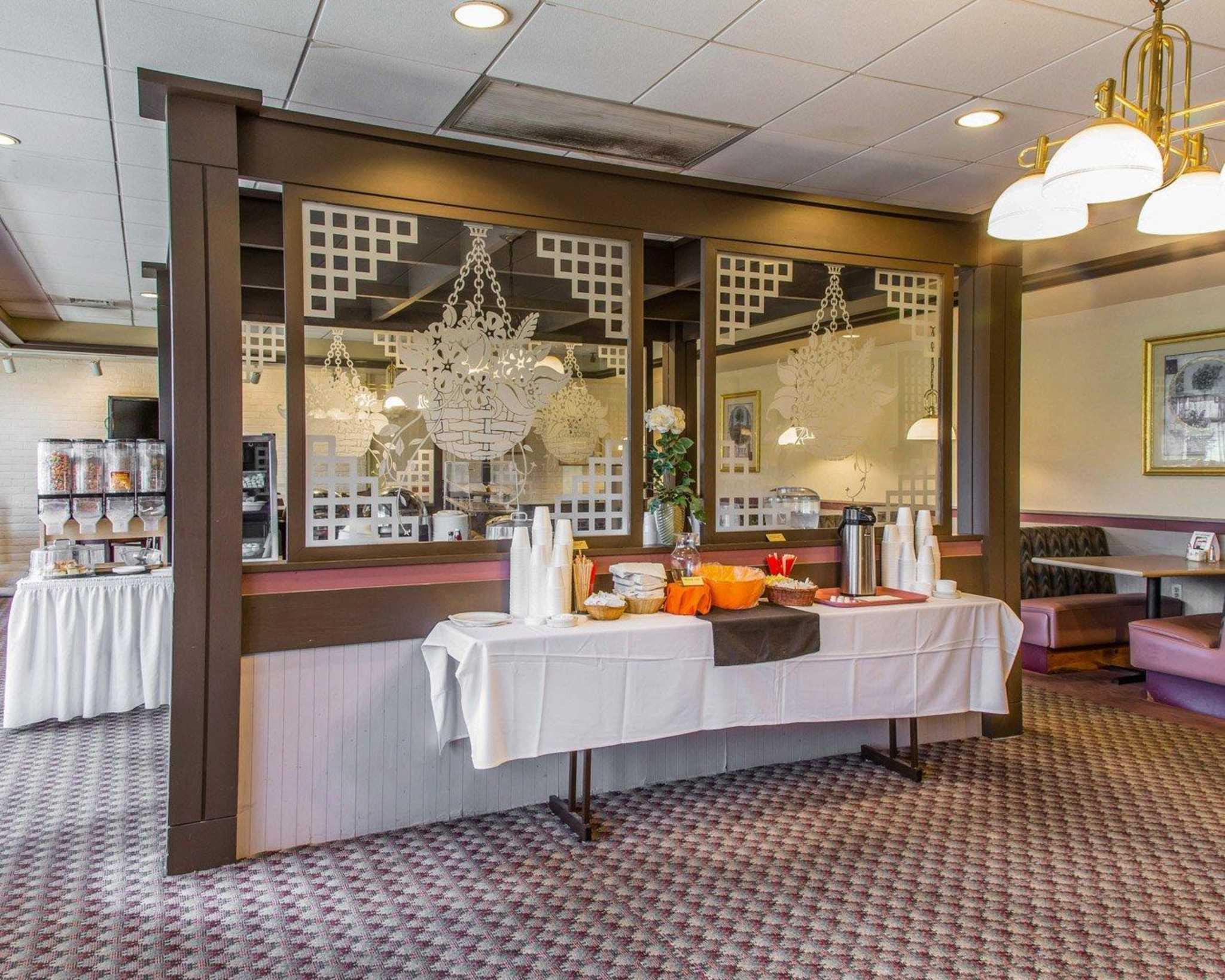 Rodeway Inn & Suites Bradley Airport image 7