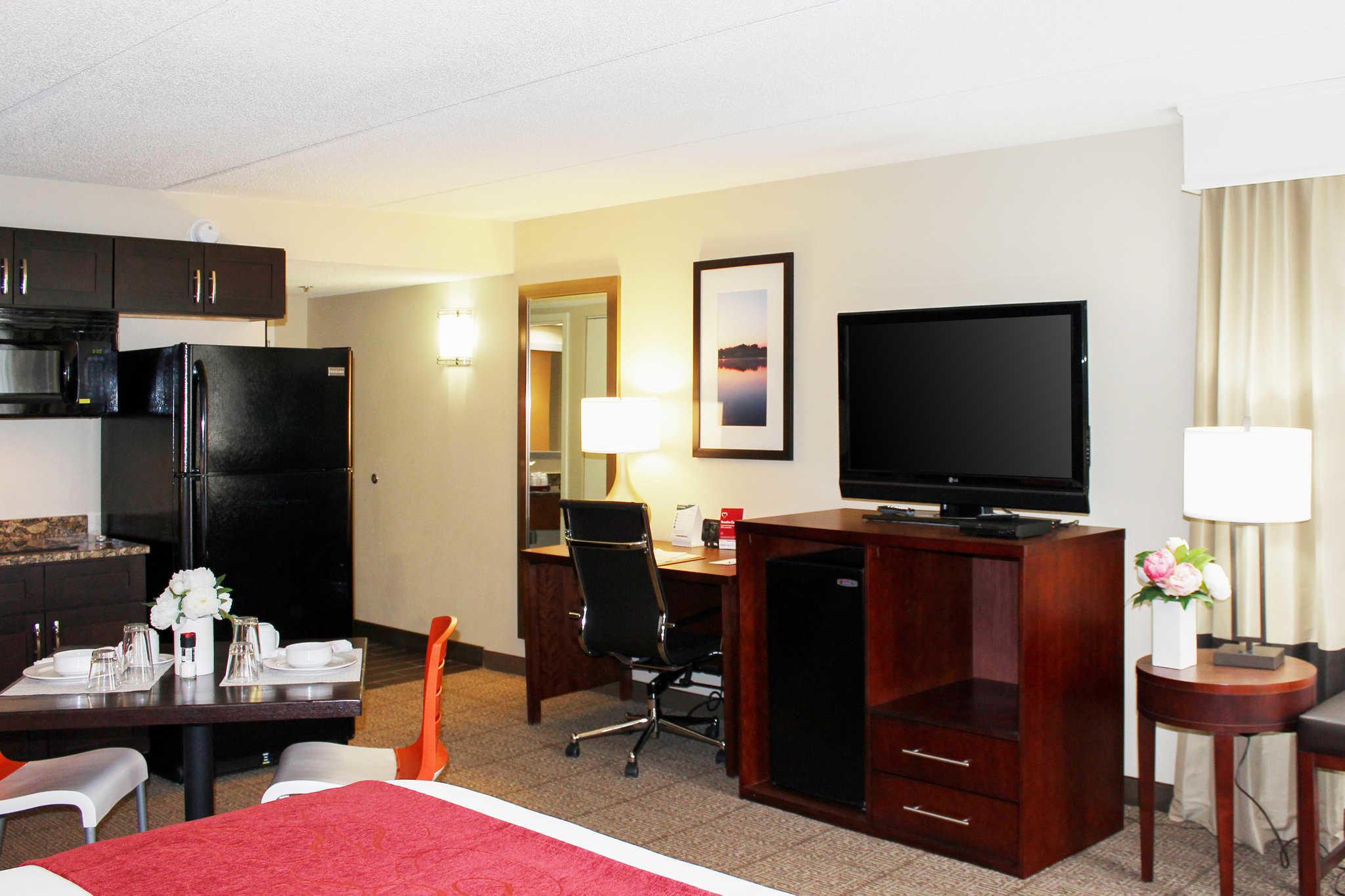 Comfort Suites Northlake image 9