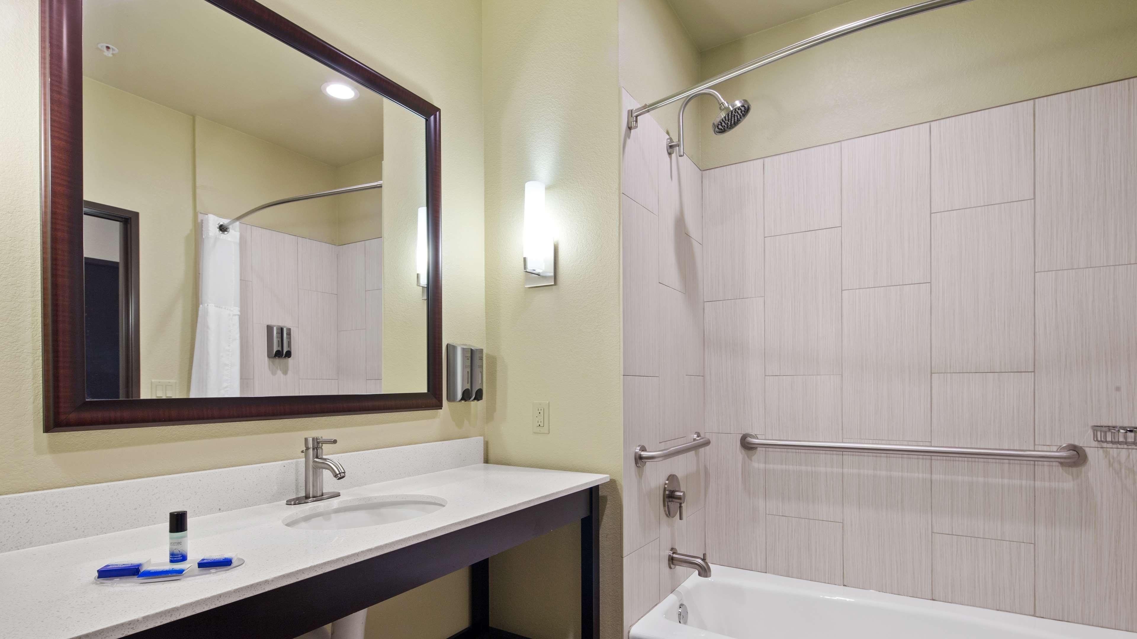 Best Western Lindsay Inn & Suites image 17