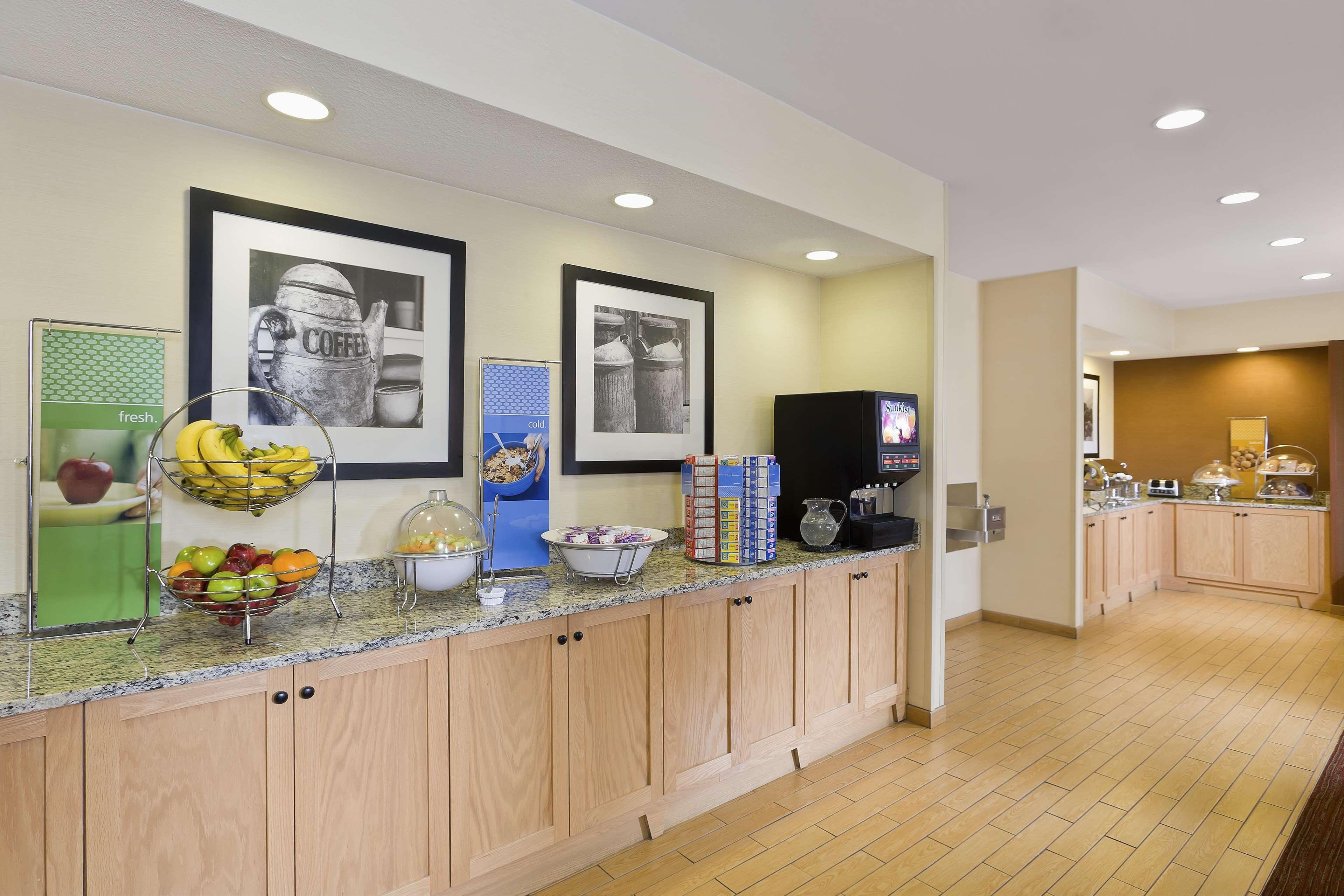 Hampton Inn Lubbock image 4