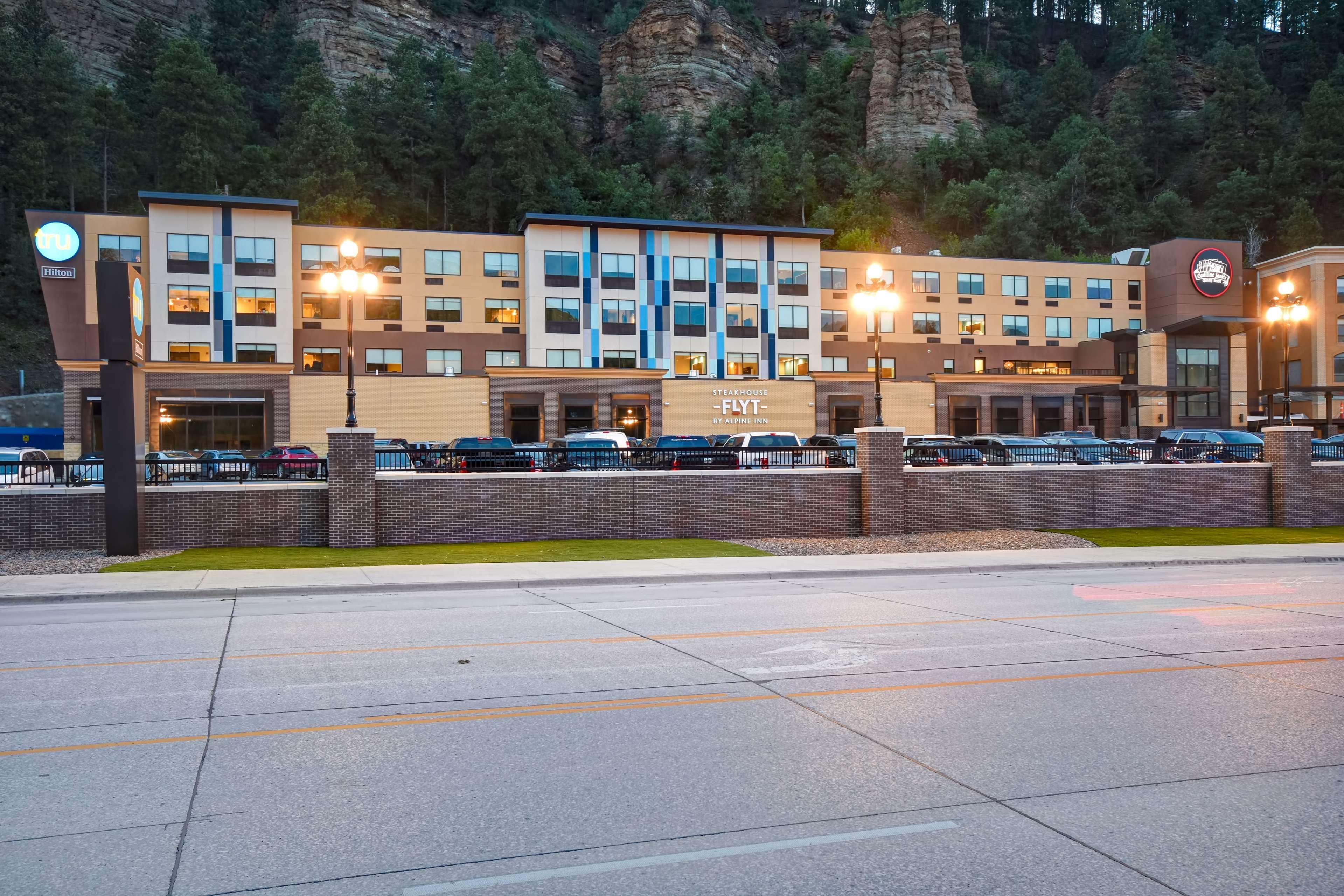 Tru by Hilton Deadwood image 1